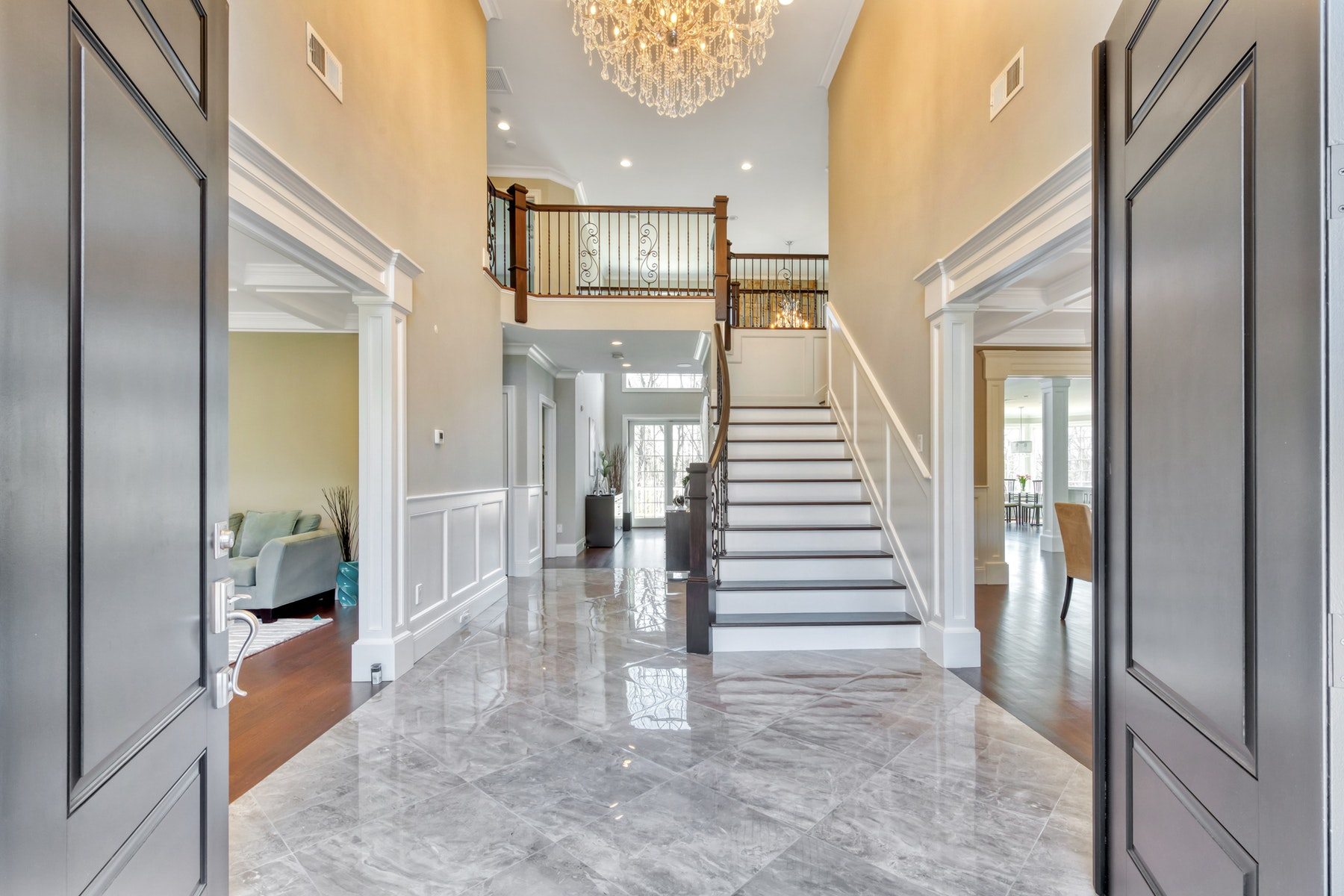 Single Family Homes for Sale at SMART HOUSE ! 72 Skyline Dr Upper Saddle River, New Jersey 07458 United States
