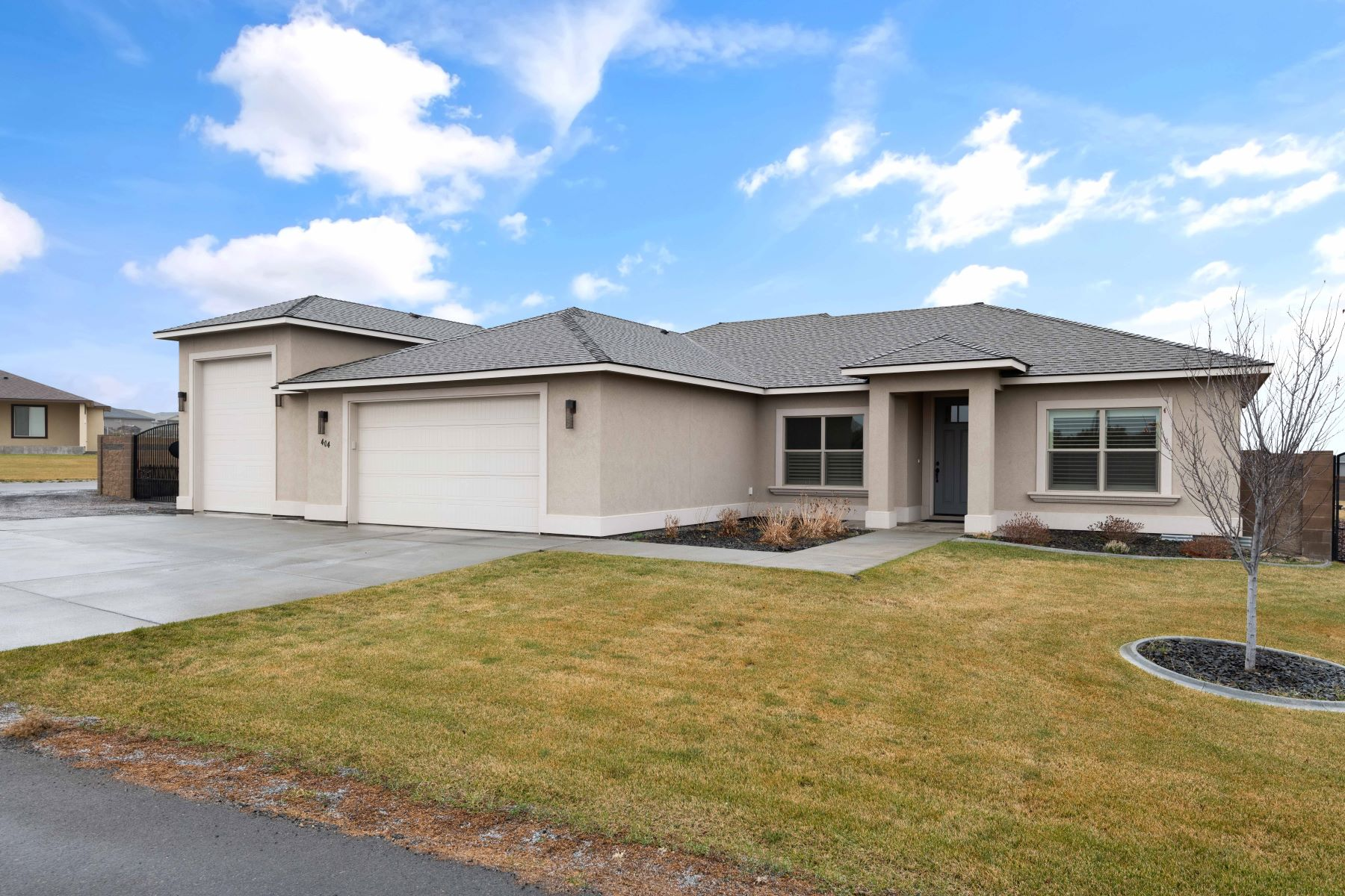 Single Family Homes for Sale at 4 Car, RV, Garage, Fully Fenced Yard with Views! 404 S 727 PR SE Kennewick, Washington 99338 United States