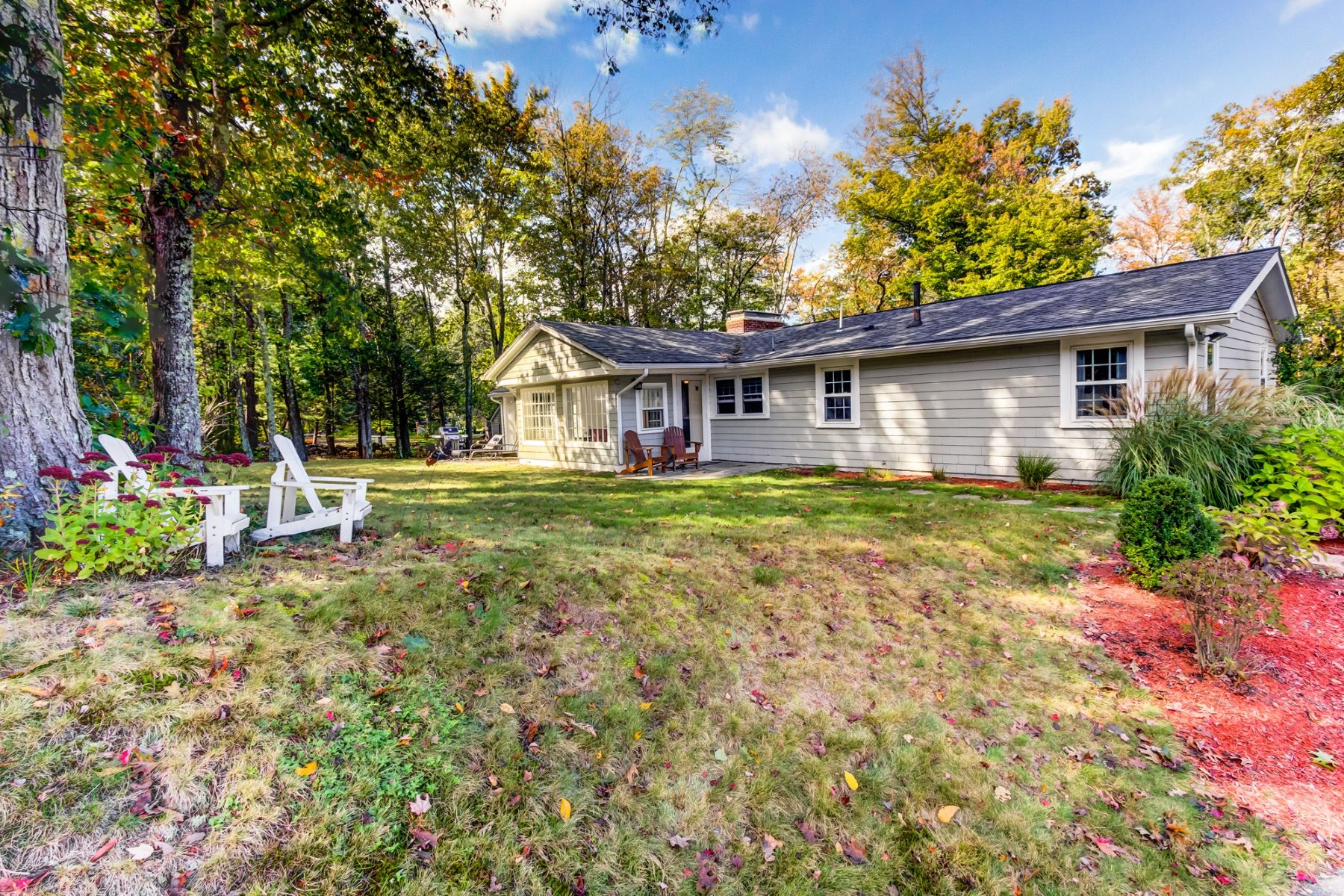 واحد منزل الأسرة للـ Sale في Fantastic Expanded Ranch 216 Oregon Road Ashland, Massachusetts 01721 United States