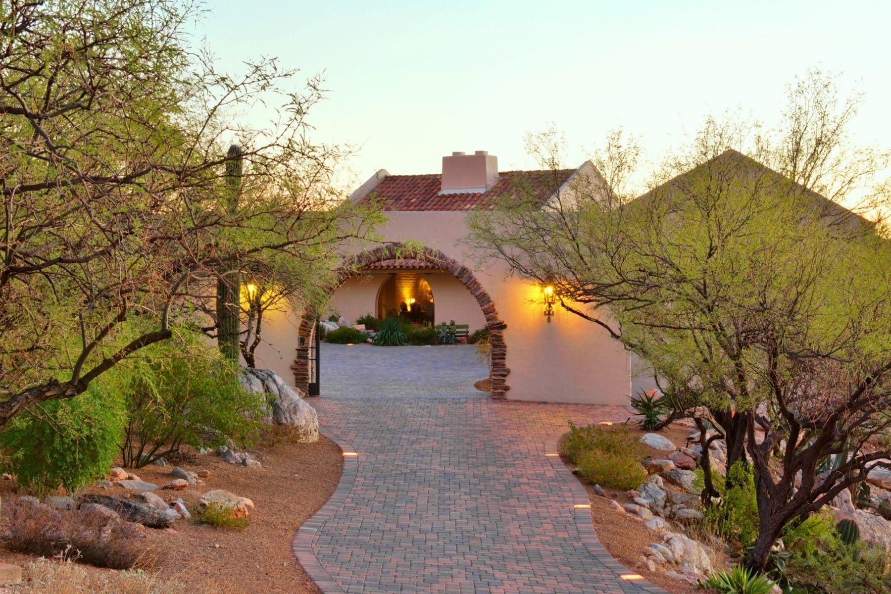 一戸建て のために 売買 アット Incredible Home with Unique Architecture in Skyline Club Estates 5020 E Oakmont Drive, Tucson, アリゾナ, 85718 アメリカ合衆国