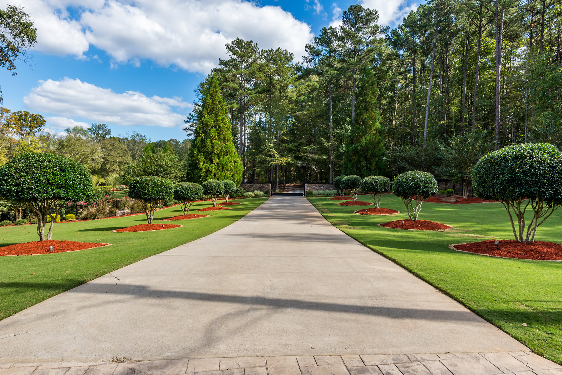 Additional photo for property listing at Custom Built Masterpiece On 14 Plus Private Acres 3205 Westbrook Road Suwanee, Georgia 30024 United States