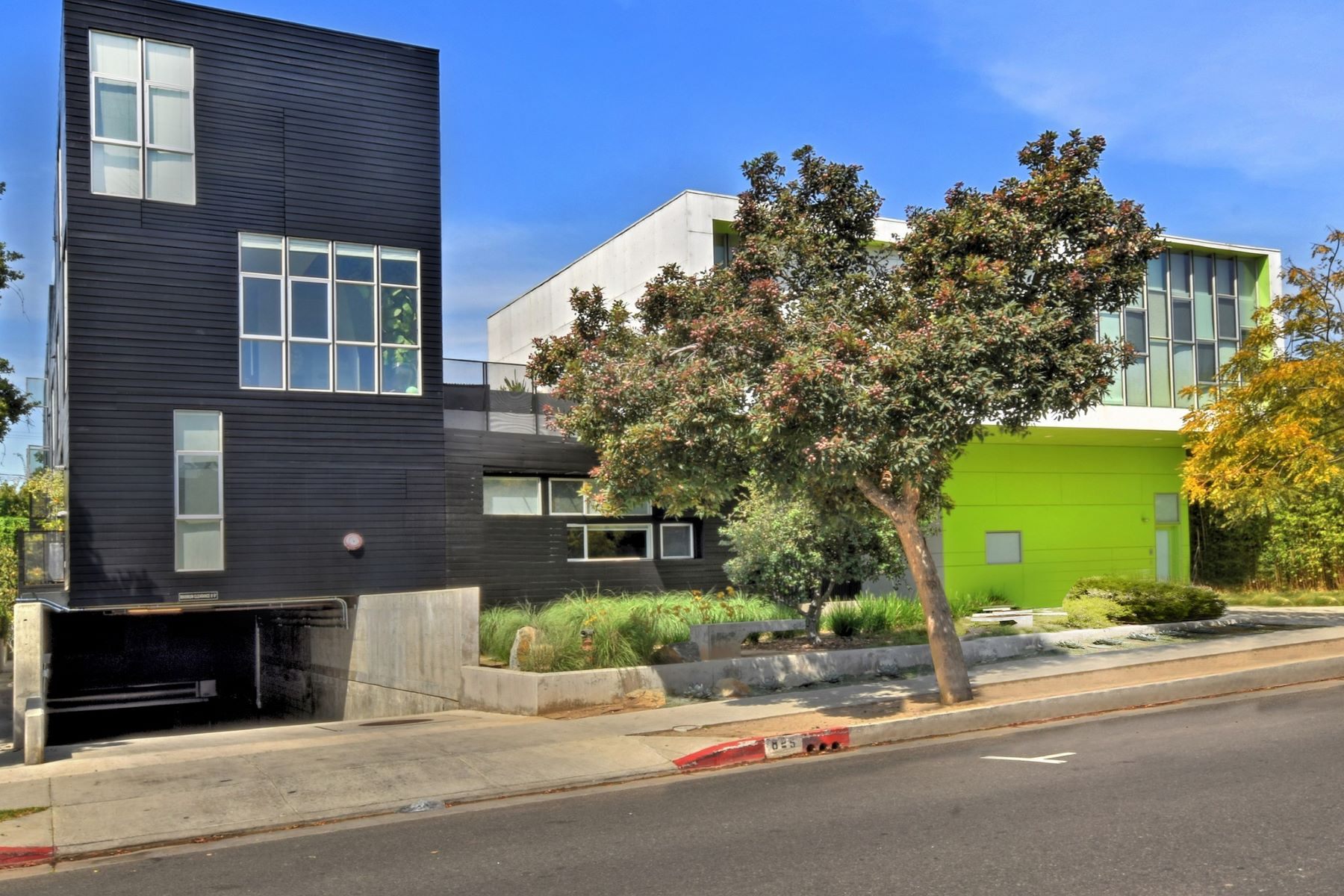 Condominiums for Sale at 825 N Kings Road #4 West Hollywood, California 90069 United States
