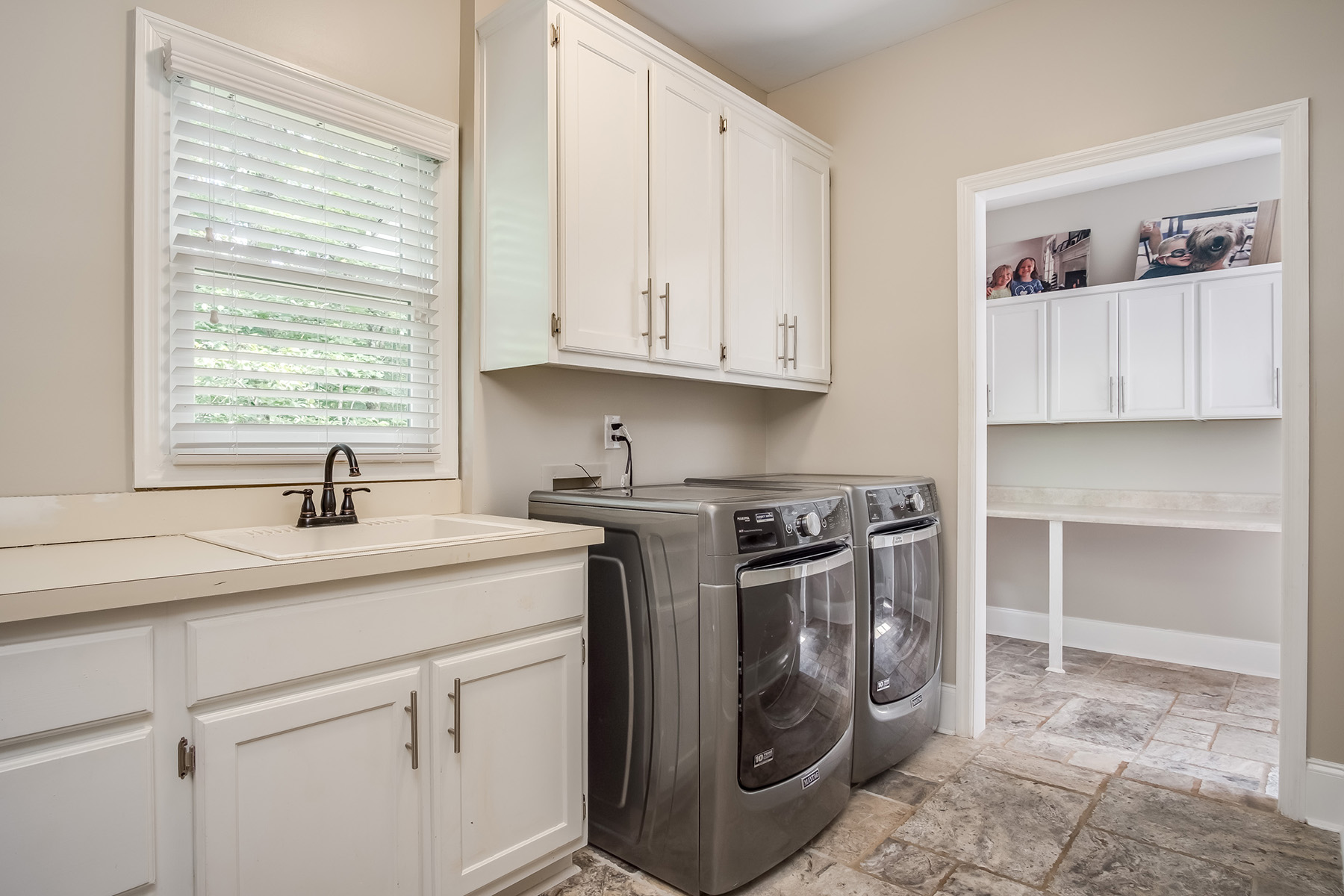 Additional photo for property listing at Roswell Elegance 2020 Stonehedge Rd, Roswell, Georgia 30075 États-Unis