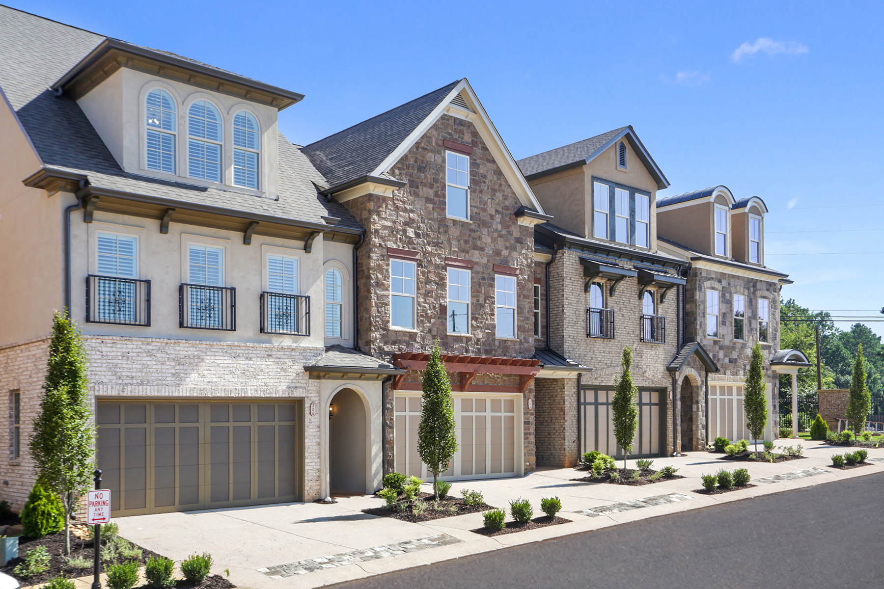 townhouses のために 売買 アット Gated Enclave In Woodstock 105 Via Roma, Woodstock, ジョージア 30188 アメリカ