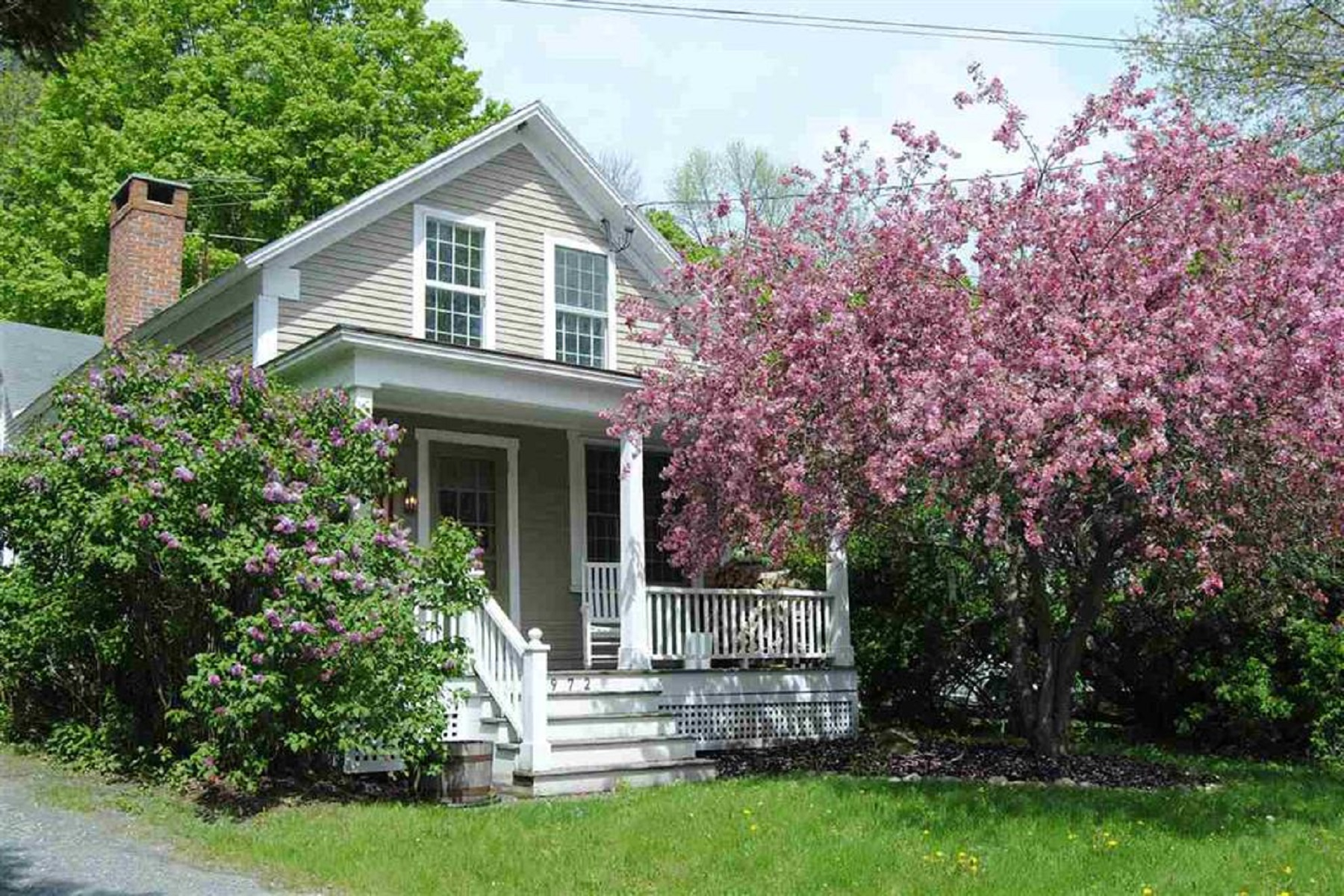 Single Family Homes for Sale at Refurbished South Woodstock Cottage 4972 South Road South Woodstock, Vermont 05071 United States