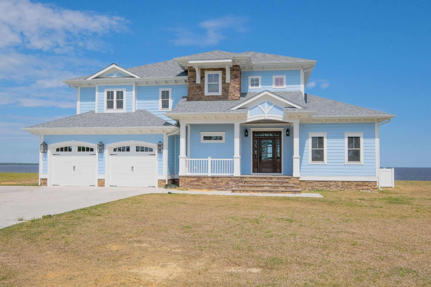 Single Family Homes for Sale at NEW BUILD - WATERFRONT & GOLF COURSE!! 119 Kingsview Ct Merry Hill, North Carolina 27957 United States