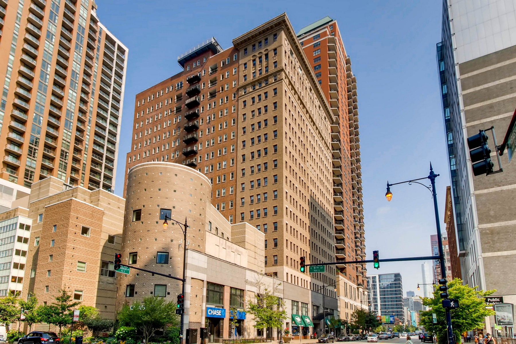 Condominium for Sale at Spacious One Bedroom in South Loop 40 E 9th Street Unit 415 Chicago, Illinois 60605 United States