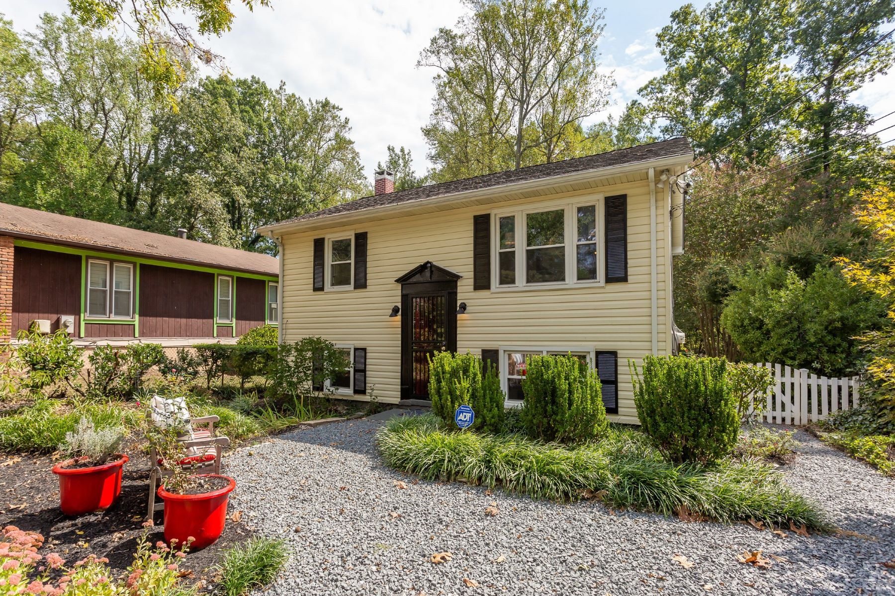 Single Family Homes for Sale at Designed for Living and Entertaining 2947 Edgewater Drive Edgewater, Maryland 21037 United States