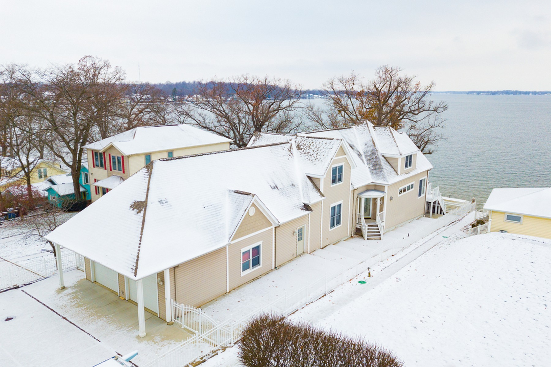 Single Family Homes for Active at 57' of Frontage on Lake Wawasee 8894 E Hatchery Road Syracuse, Indiana 46567 United States