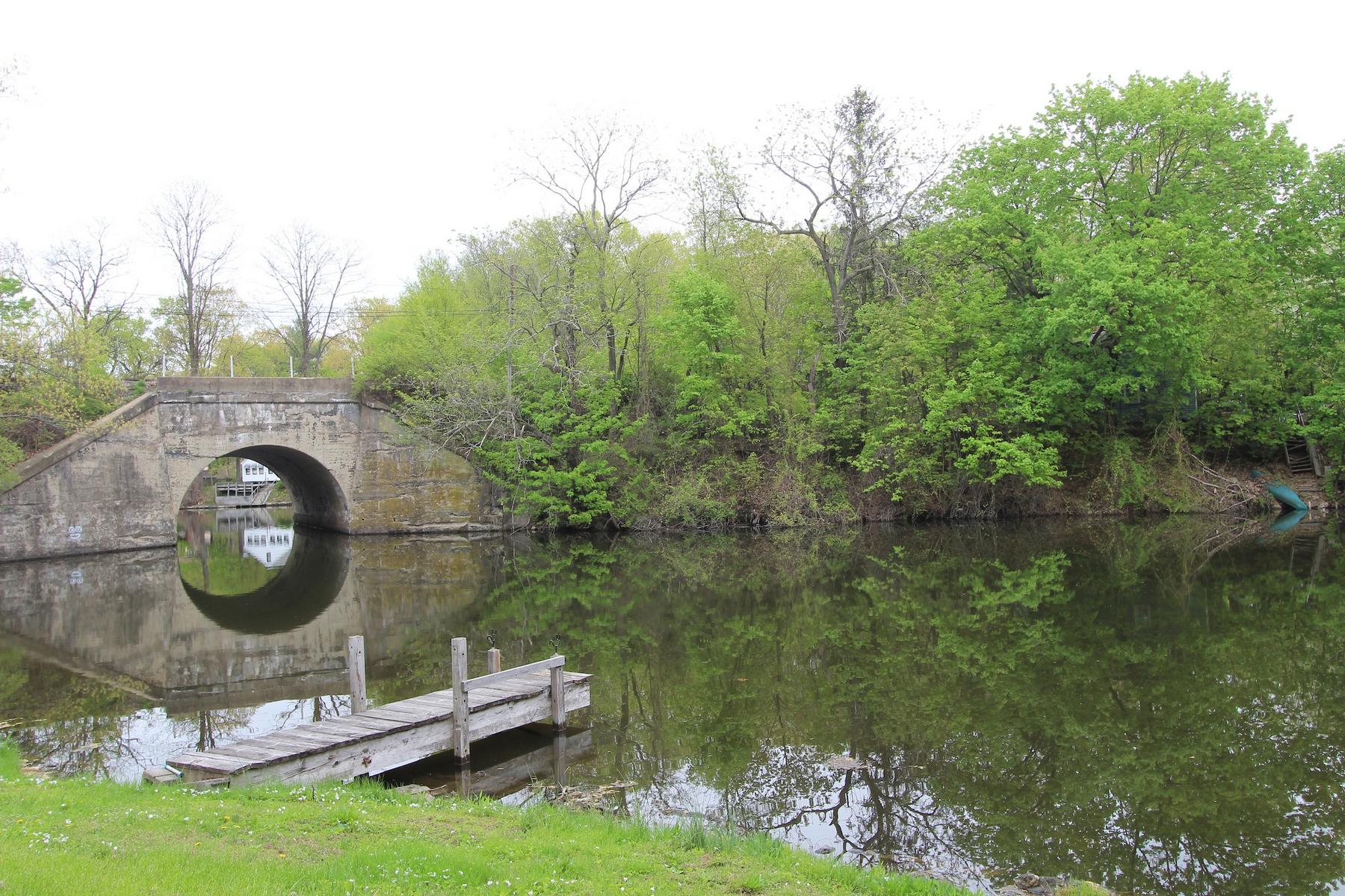 Maison unifamiliale pour l Vente à Kinderhook Lake Home 45 County Road 28 Kinderhook, New York 12106 États-Unis