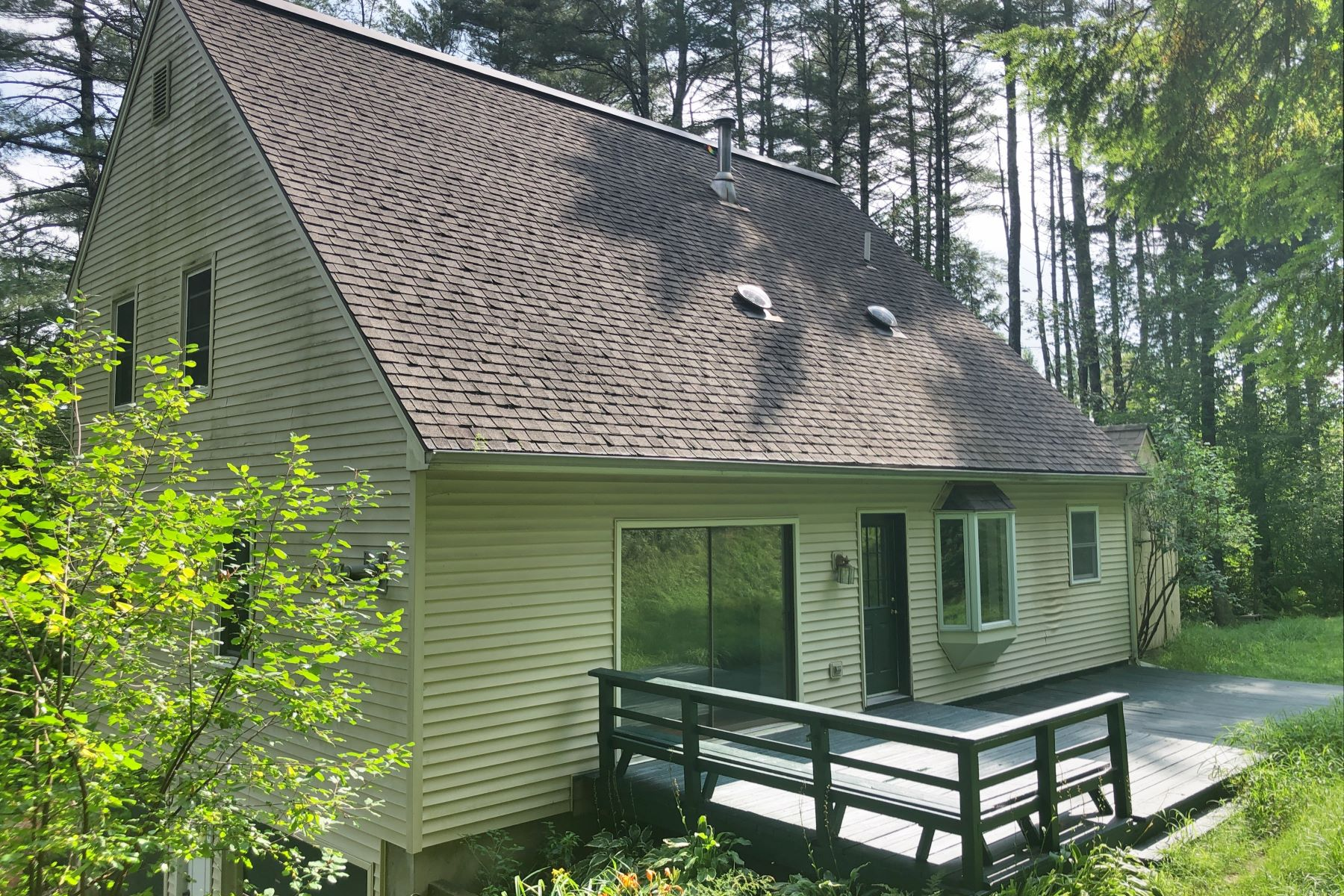 Single Family Homes for Sale at Norwich Village Setting 53 Glen Ridge Rd Norwich, Vermont 05055 United States