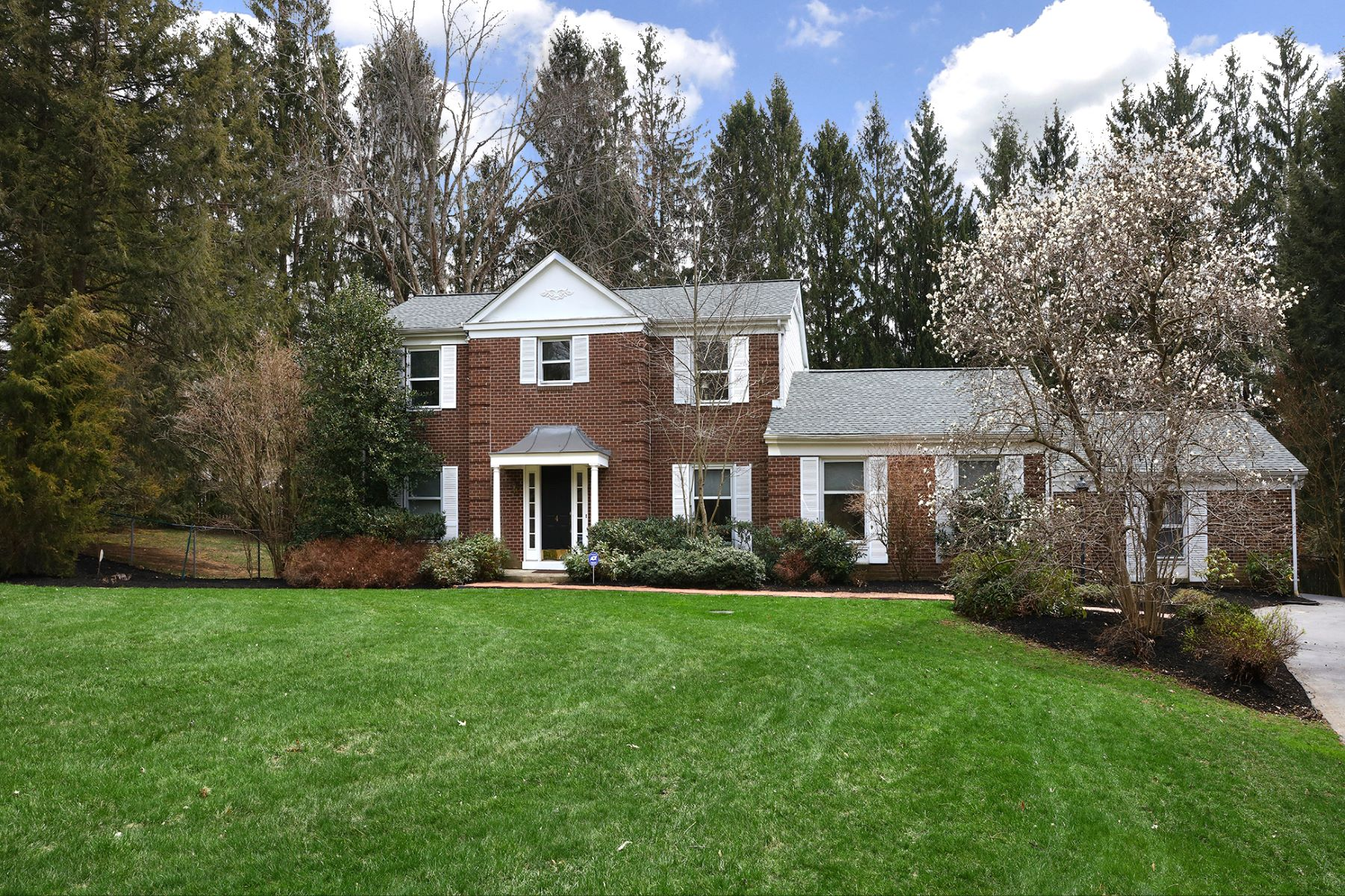 Casa Unifamiliar por un Venta en Renovated and Charming - Move Right In! 4 River Knoll Drive, Titusville, Nueva Jersey 08560 Estados UnidosEn/Alrededor: Hopewell Township