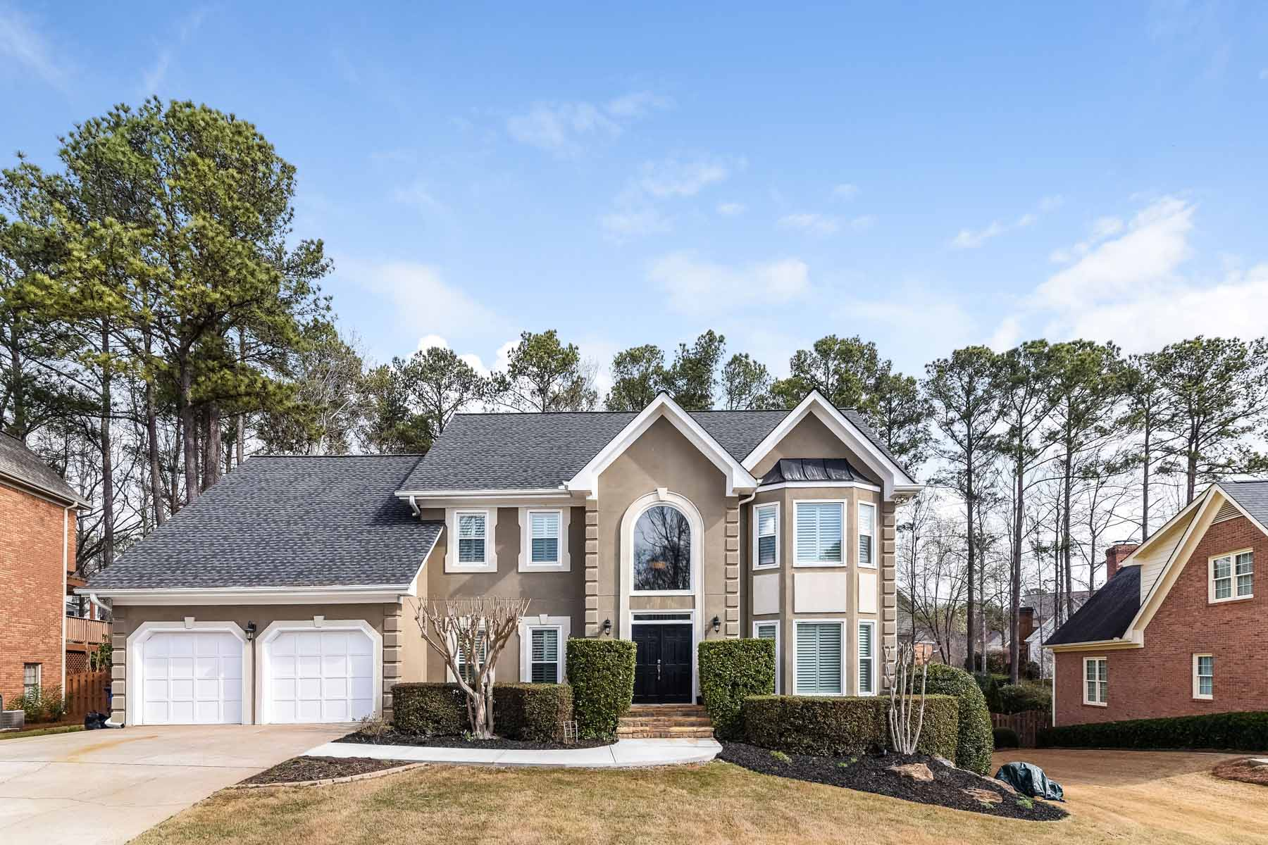 一戸建て のために 売買 アット Wonderful Home With Outdoor Oasis Includes Heated Pool and Spa 10465 Tuxford Dr Alpharetta, ジョージア, 30022 アメリカ合衆国