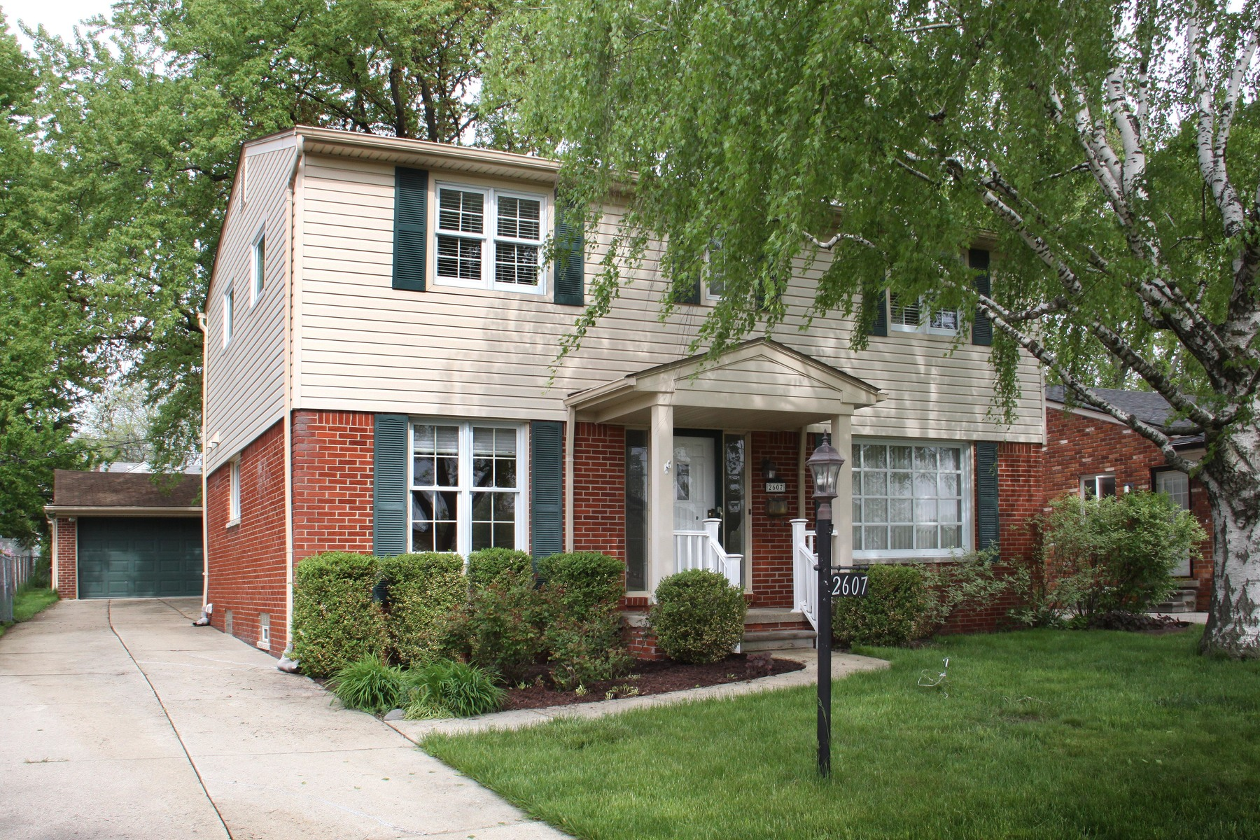 Single Family Homes 为 销售 在 Royal Oak 2607 Clawson Avenue E 罗雅尔奥克, 密歇根州 48073 美国