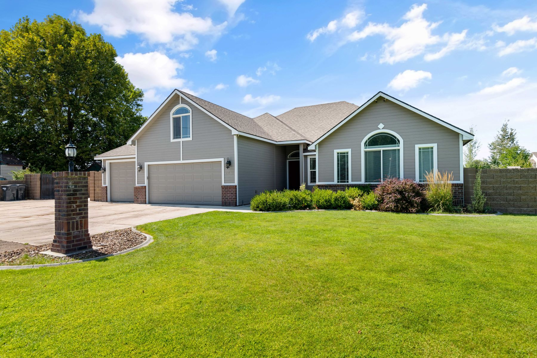 Single Family Homes for Sale at GIGANTIC SHOP, SALT WATER POOL AND REMODELED HOME! 1716 ROAD 56 Pasco, Washington 99301 United States