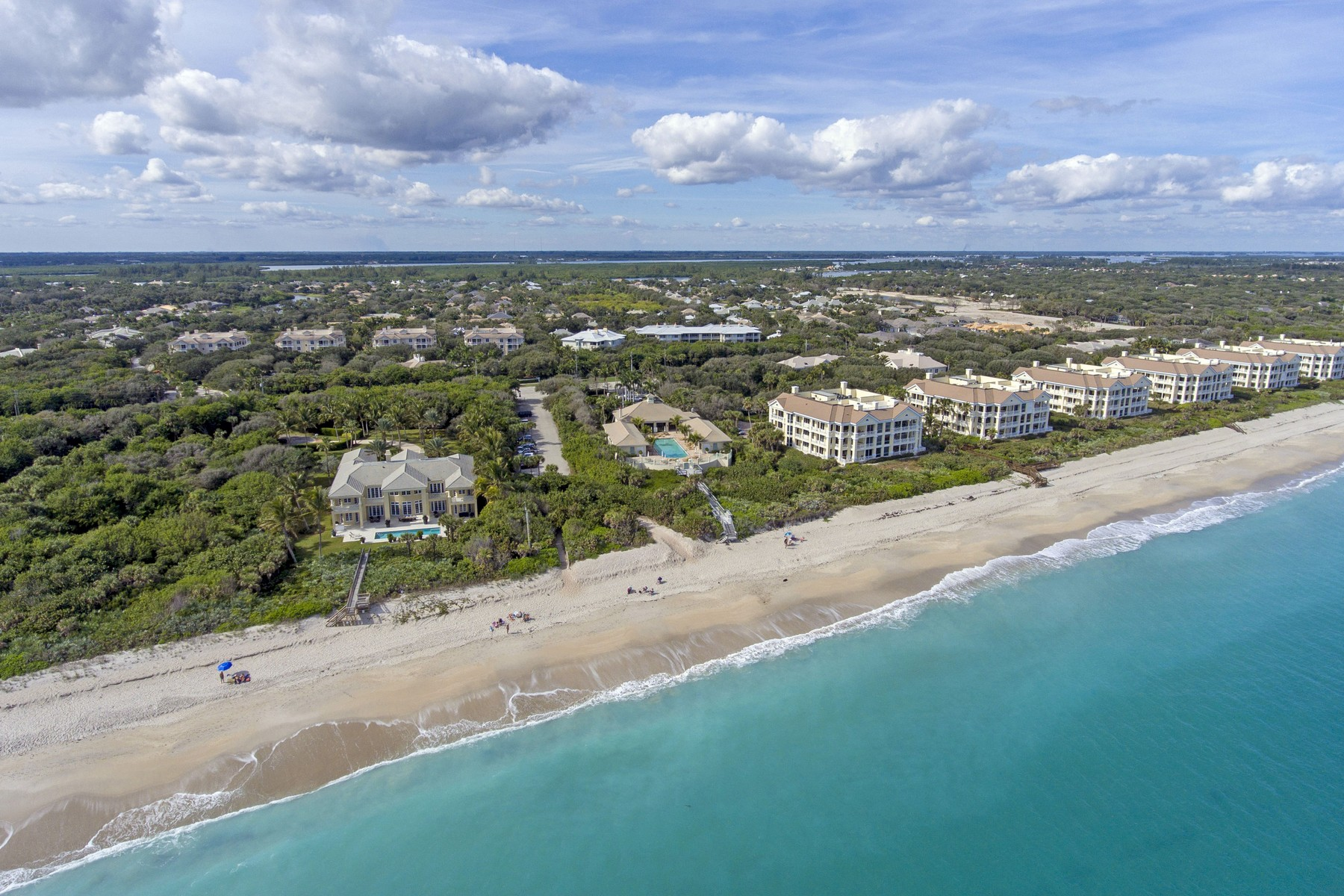 Additional photo for property listing at Relaxed Island Living 104 Island Plantation Terrace #301 Vero Beach, Florida 32963 United States