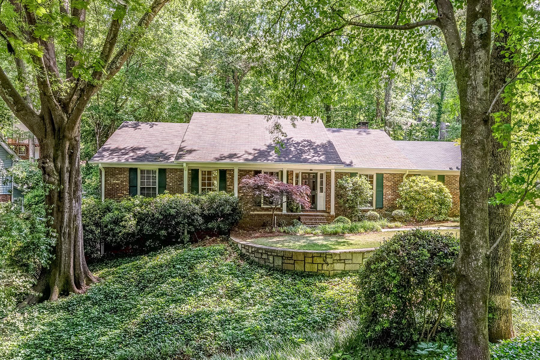 Eensgezinswoning voor Verkoop een t Inviting Home In Tree-Lined Community High Point In The Heart Of Sandy Springs 335 Forest Valley Ct Atlanta, Georgië 30342 Verenigde Staten