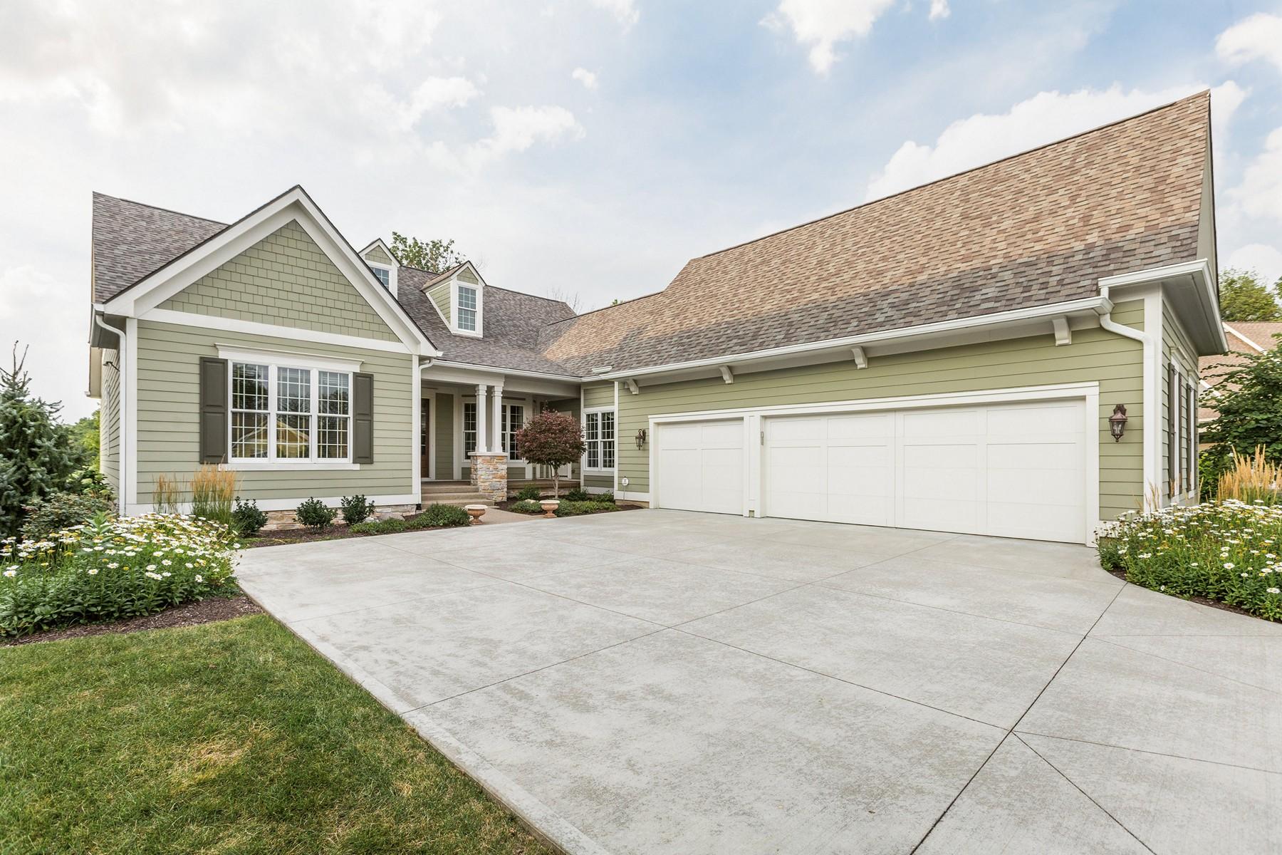 واحد منزل الأسرة للـ Sale في Extraordinary Home in The Willows 11644 Weeping Willow Court, Zionsville, Indiana, 46077 United States