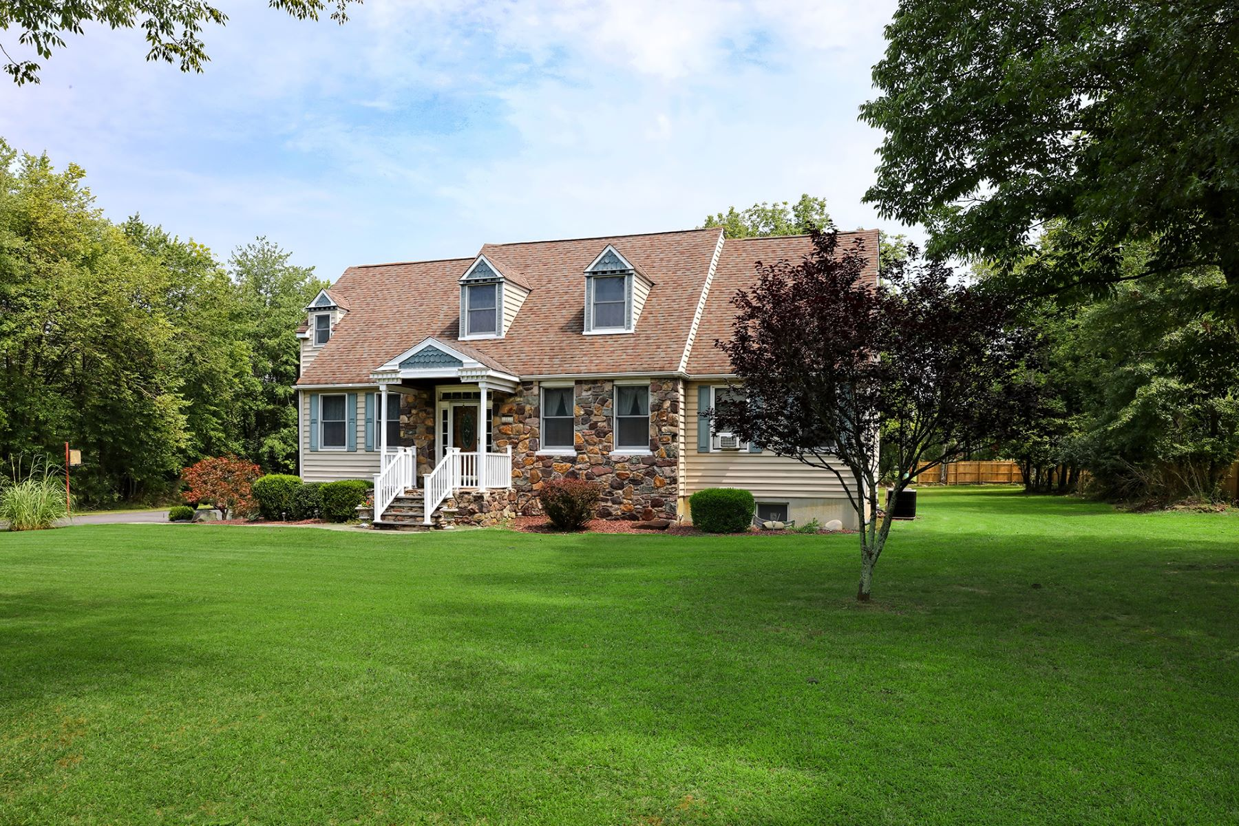 Single Family Homes para Venda às A Bucolic Setting To Showcase This Custom Home 263 Goat Hill Road, Lambertville, Nova Jersey 08530 Estados Unidos