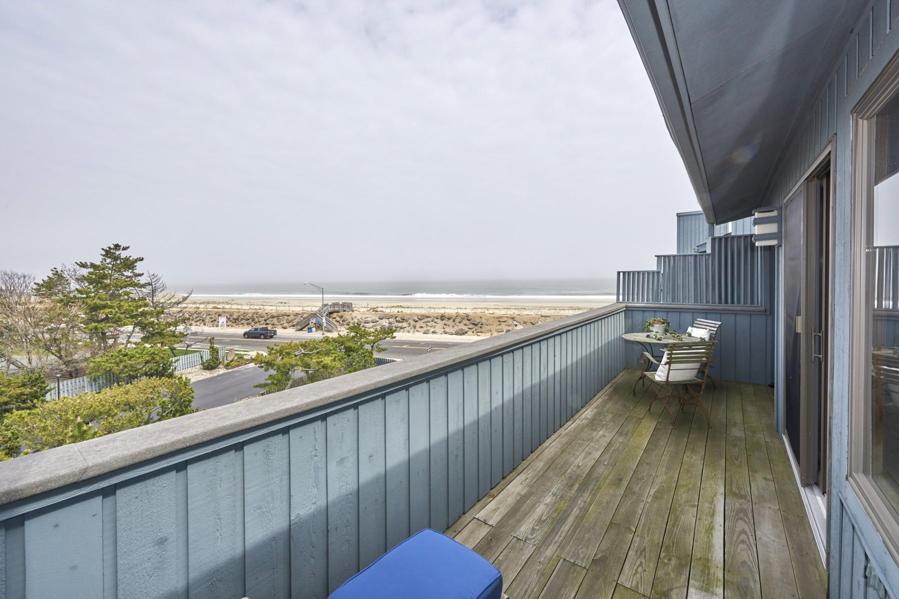 Villetta a schiera per Vendita alle ore Panoramic Ocean Views 1566 Ocean Ave 46 Sea Bright, New Jersey, 07760 Stati Uniti