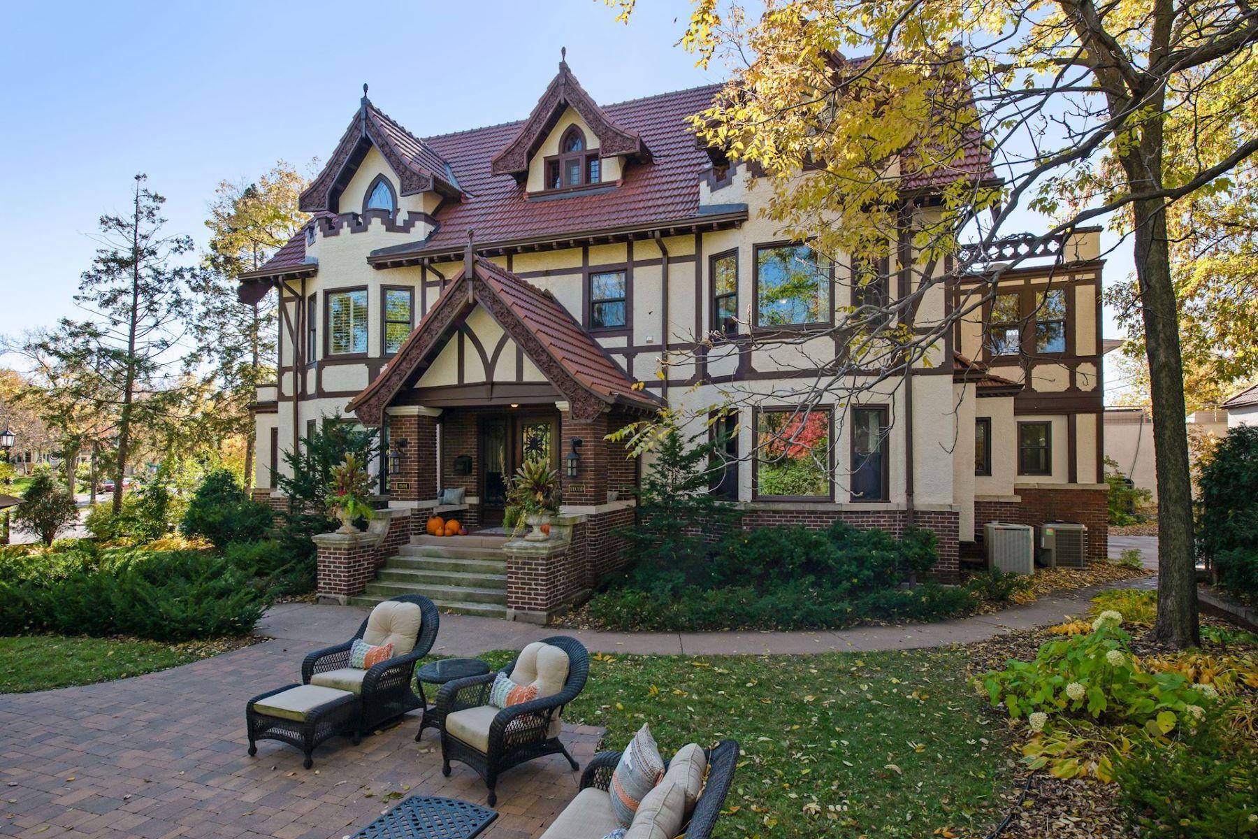 Single Family Homes 为 销售 在 2504 Euclid Place 明尼阿波利斯市, 明尼苏达州 55405 美国