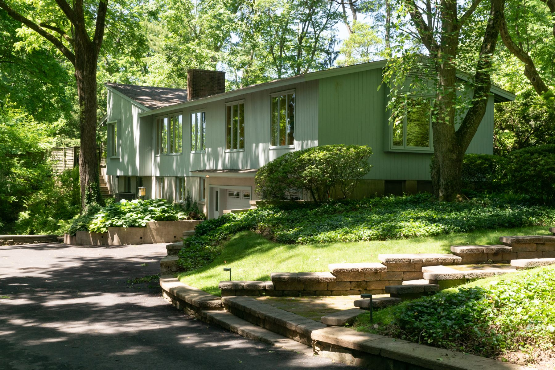 Single Family Homes voor Verkoop op Wrapping Gardens Beguile at Mid-Century Modern 30 Russell Road, Princeton, New Jersey 08540 Verenigde Staten