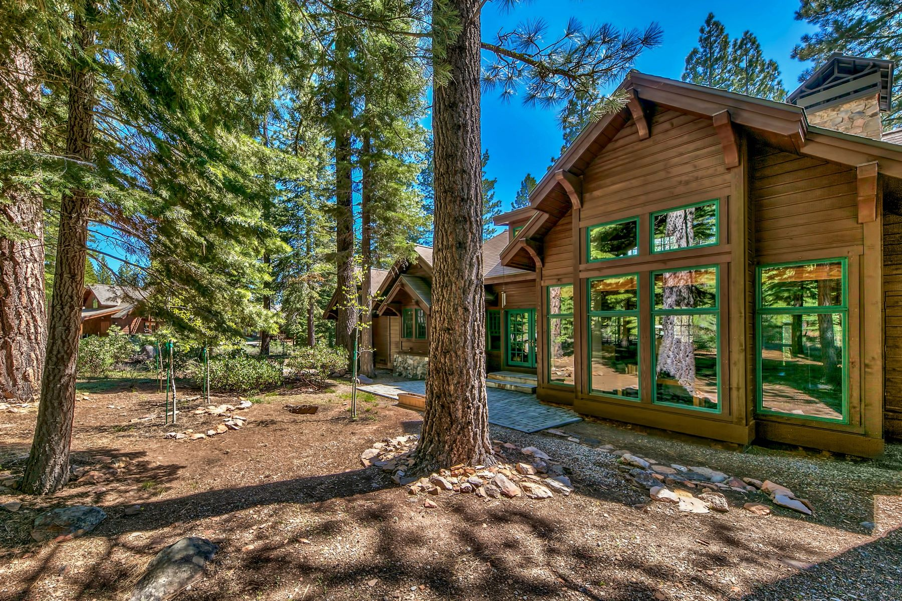 Additional photo for property listing at 8441 Lahontan Drive, Truckee, CA 8441 Lahontan Drive Truckee, California 96161 United States