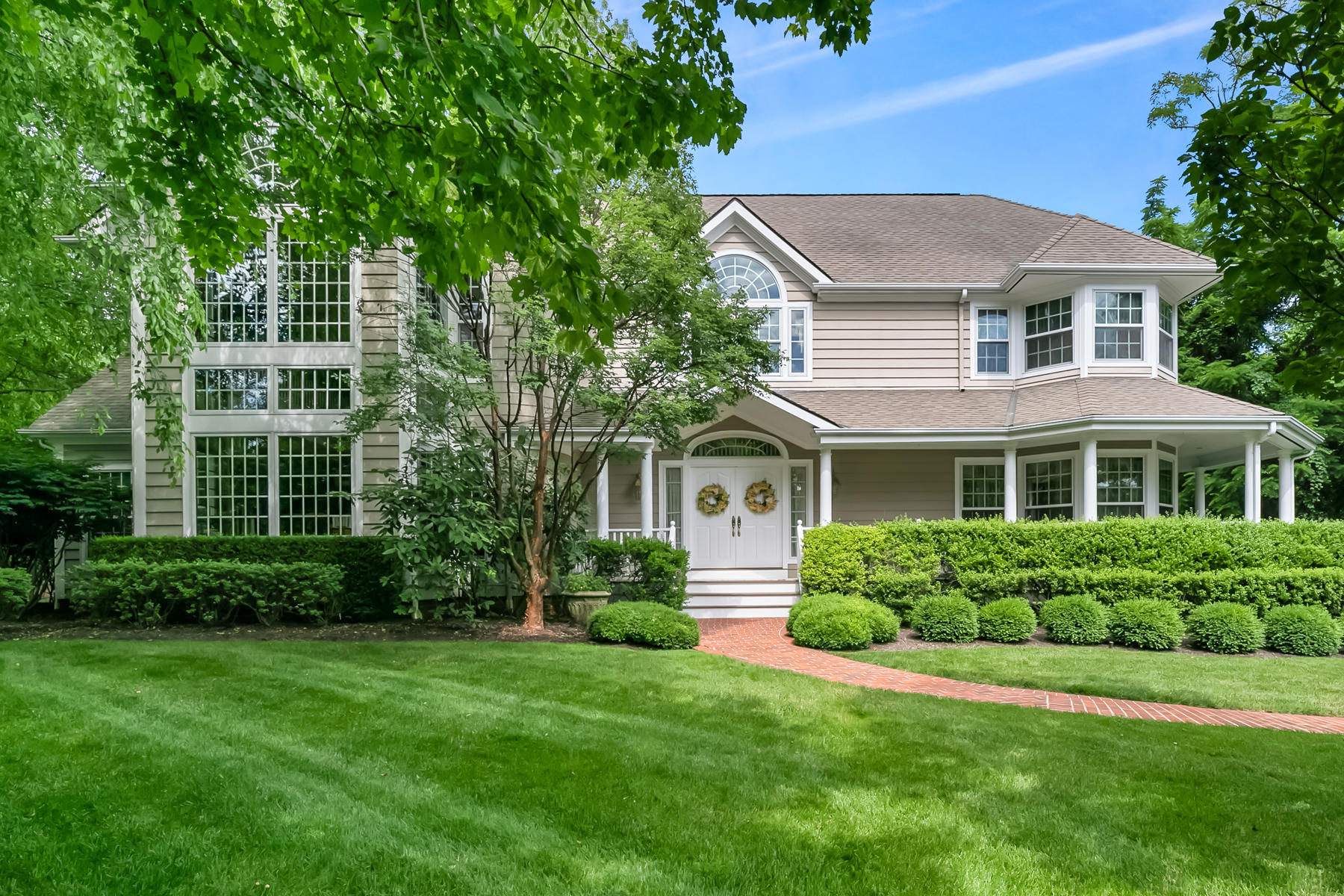 Single Family Homes pour l Vente à Refined Elegance & Charm 2 Shadowbrook Drive, Colts Neck, New Jersey 07722 États-Unis