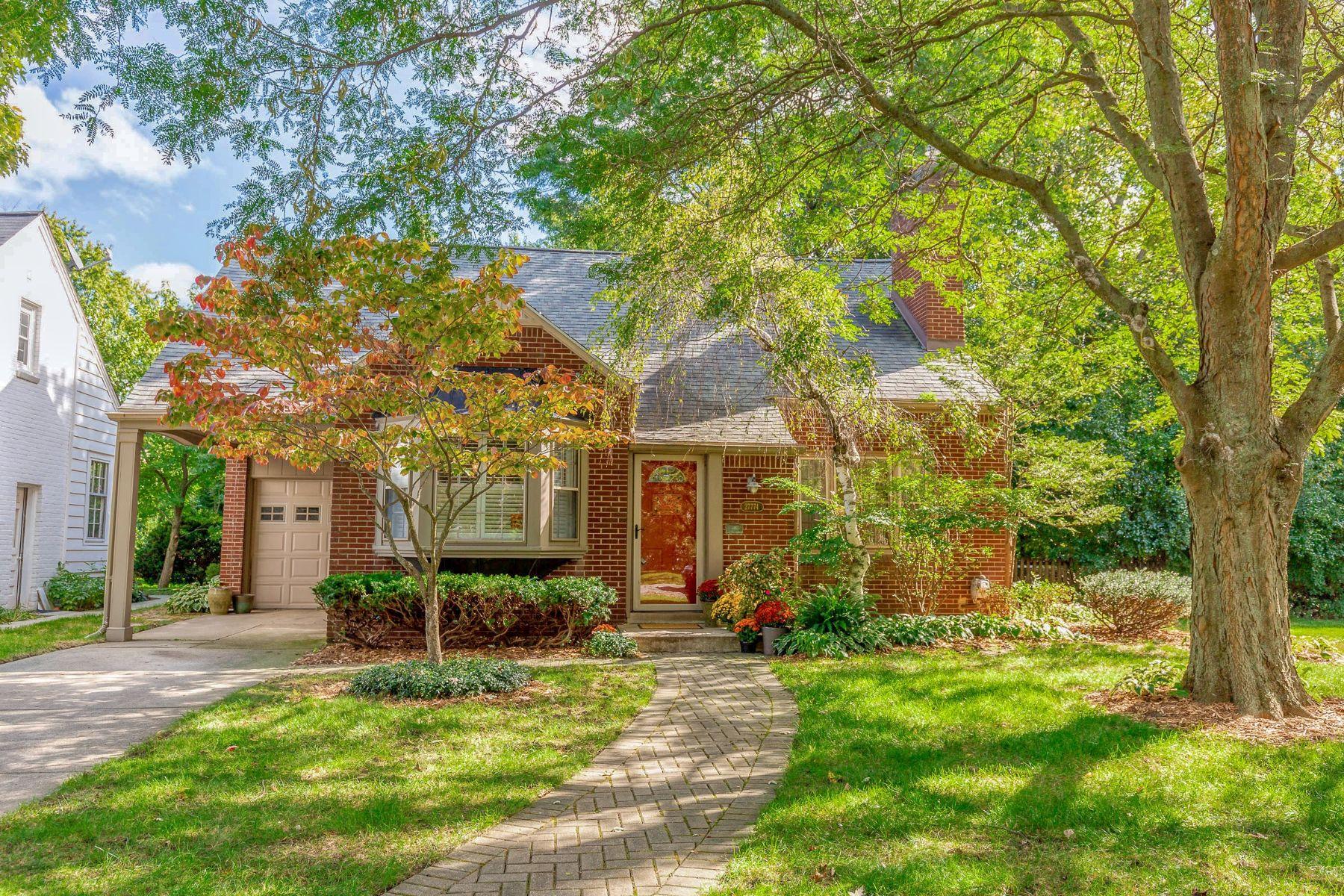 Single Family Homes 为 销售 在 Lathrup Village 27774 California Dr Lathrup Village, 密歇根州 48076 美国