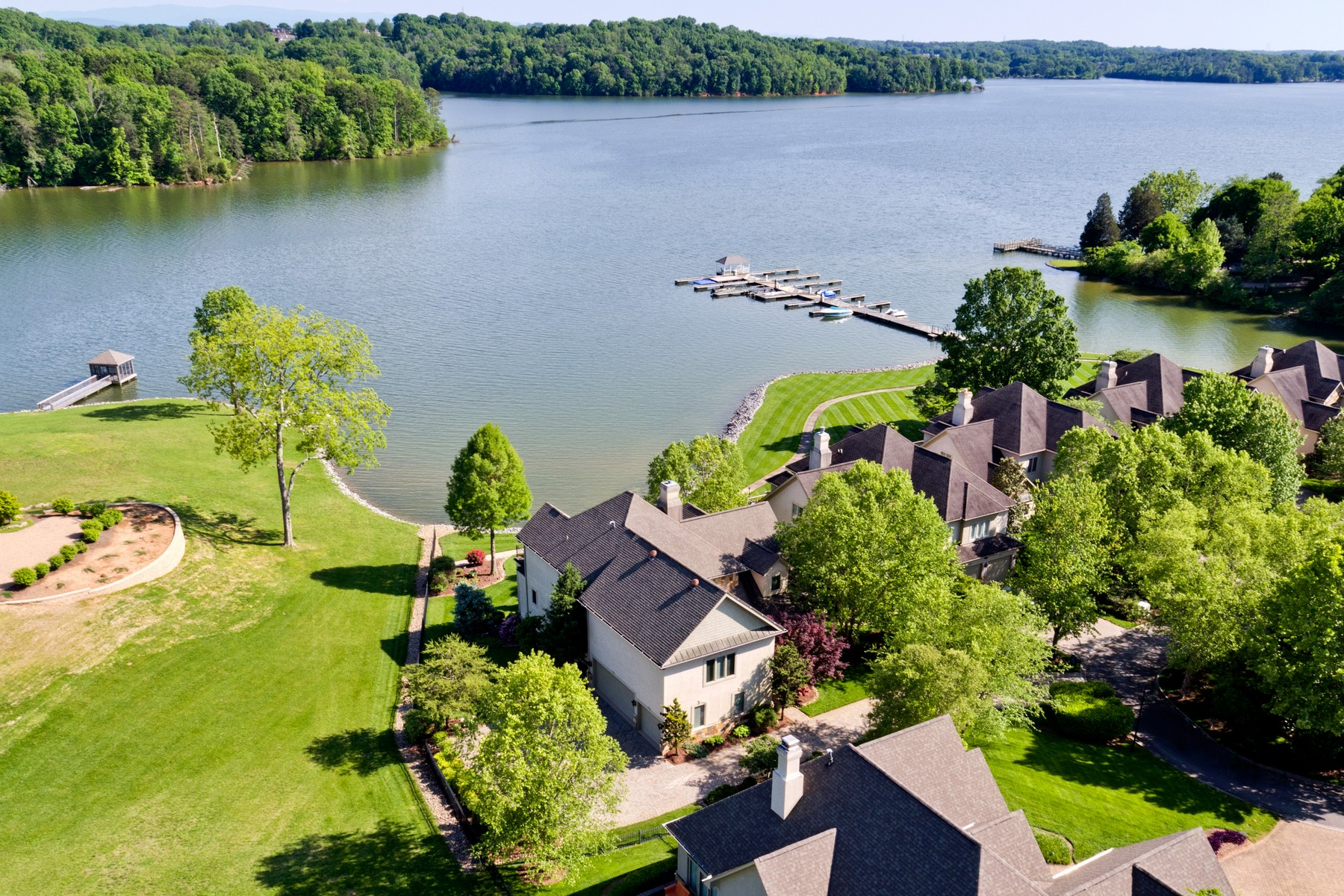 Single Family Home for Sale at Easy Living Lakeside 370 Casa del Lago Way Lenoir City, Tennessee 37772 United States
