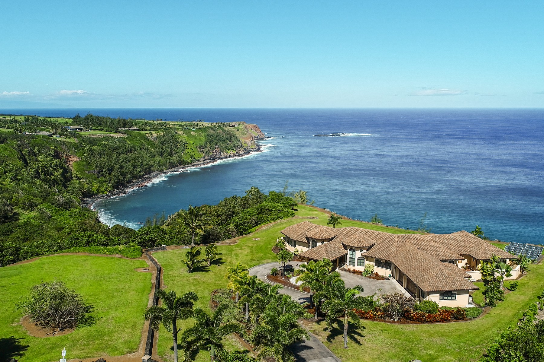 Villa per Vendita alle ore Premier Oceanfront Haiku Haven 80 Hale Pili Way Haiku, Hawaii 96708 Stati Uniti