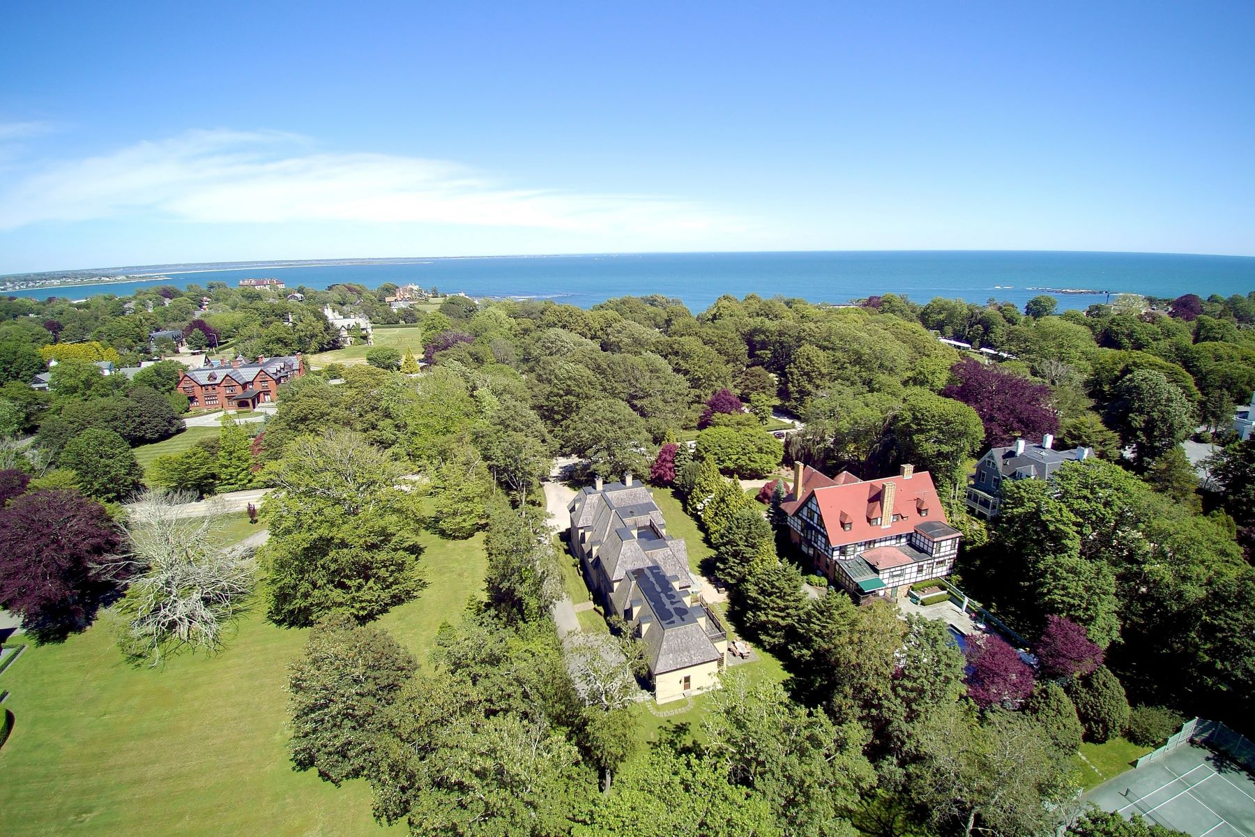 Single Family Homes por un Venta en On Famed Bellevue Avenue 529 Bellevue Avenue Newport, Rhode Island 02840 Estados Unidos