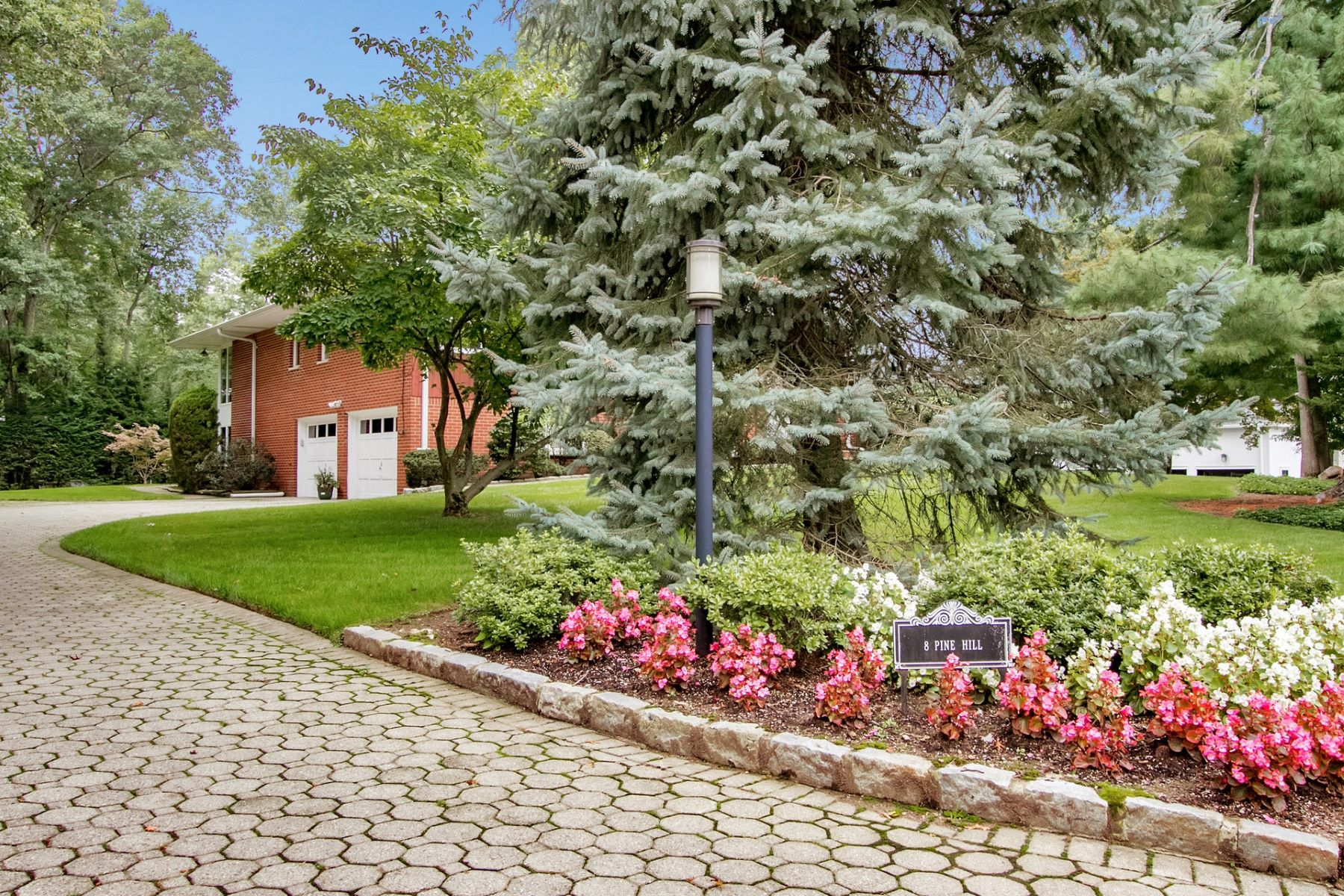 single family homes для того Продажа на East Hill 8 Pine Hill Road, Demarest, Нью-Джерси 07627 Соединенные Штаты