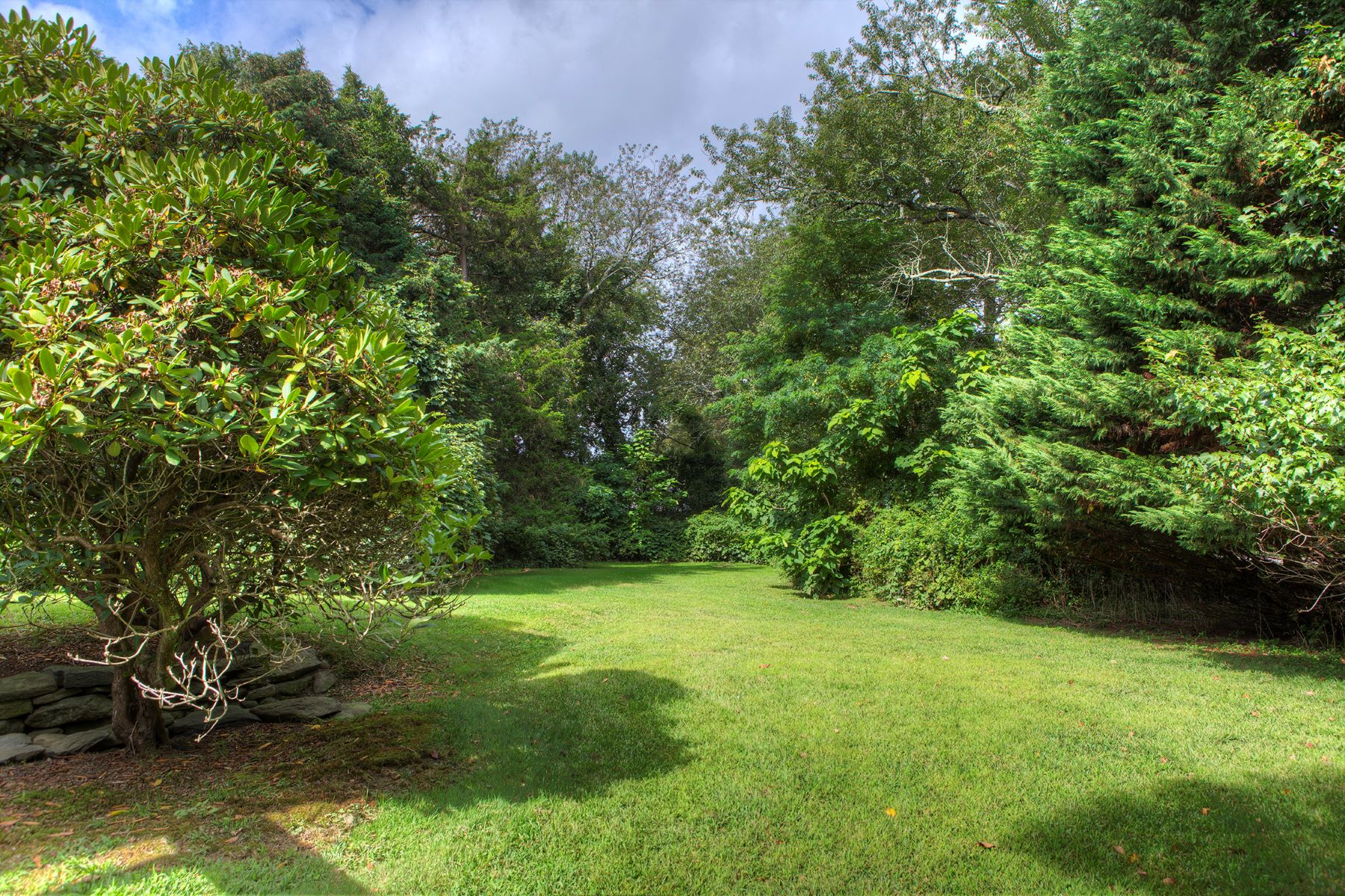 Additional photo for property listing at Jamestown Shores Bungalow 29 Schooner Avenue Jamestown, Rhode Island 02835 United States