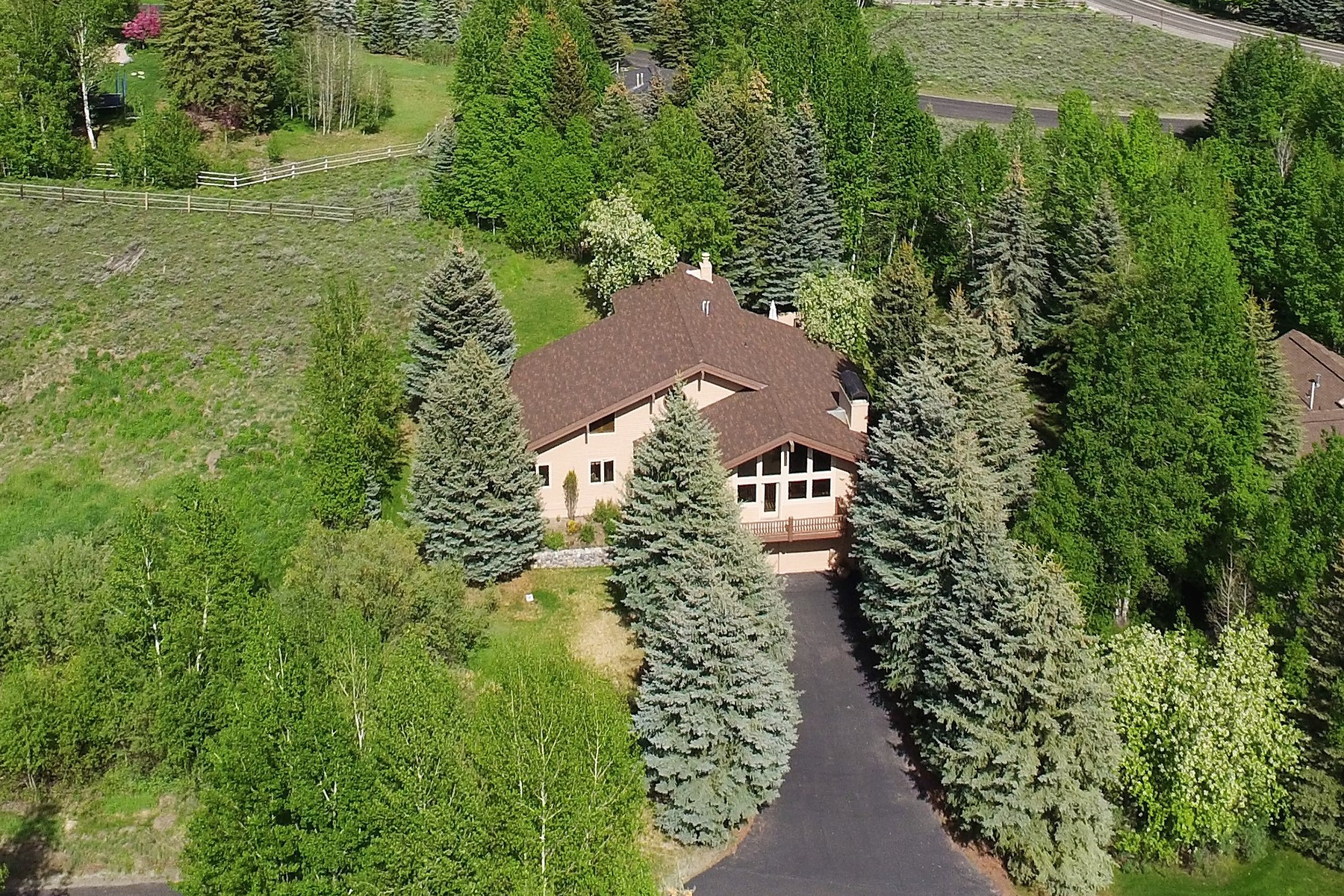 Single Family Homes pour l Vente à Baldy Views and All Day Sun 209 Camas Loop Sun Valley, Idaho 83353 États-Unis