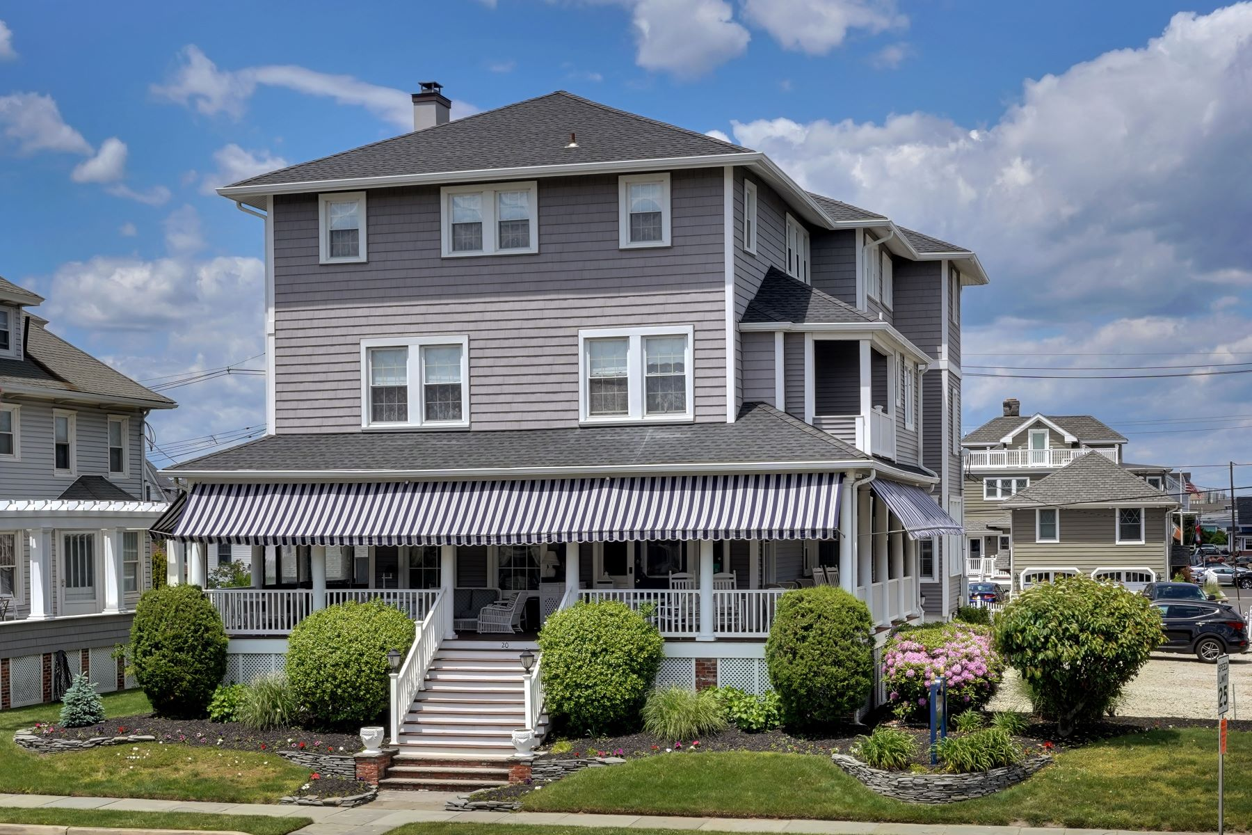 Single Family Homes por un Venta en Meticulously Maintained B&B 20 Woodland Avenue, Avon by the Sea, Nueva Jersey 07717 Estados Unidos