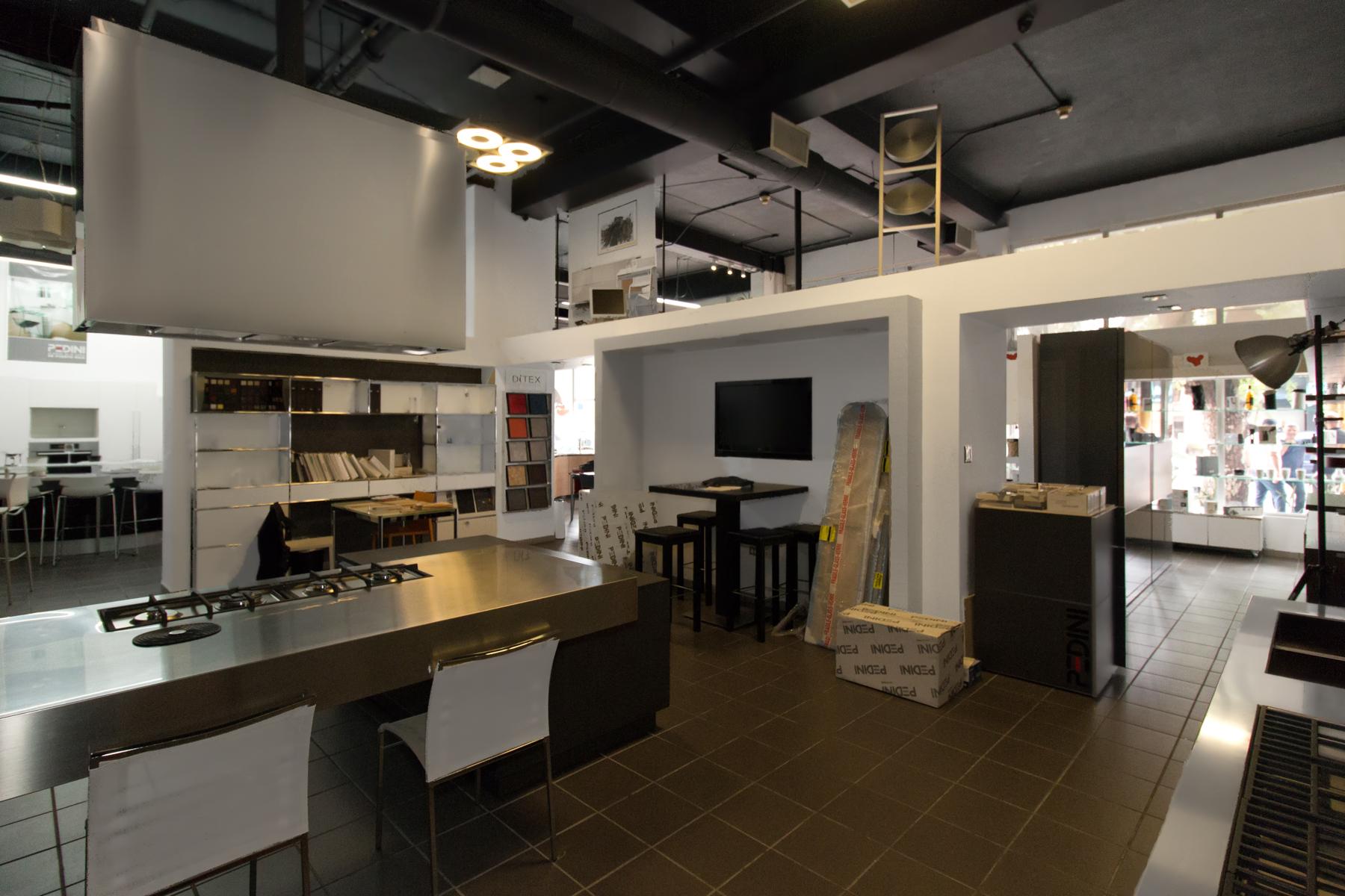 Additional photo for property listing at De Diego Street Front Space 316 Avenida de Diego Suites 101, 102 San Juan, Puerto Rico 00907 Puerto Rico