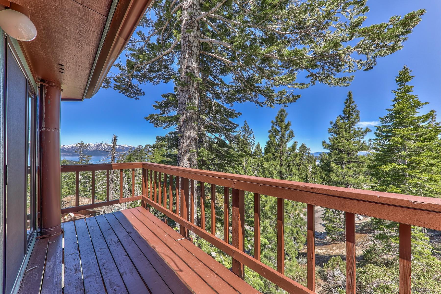 Single Family Homes 为 销售 在 1720 Keller Road, South Lake Tahoe, CA 96150 1720 Keller Road 南太浩湖, 加利福尼亚州 96150 美国