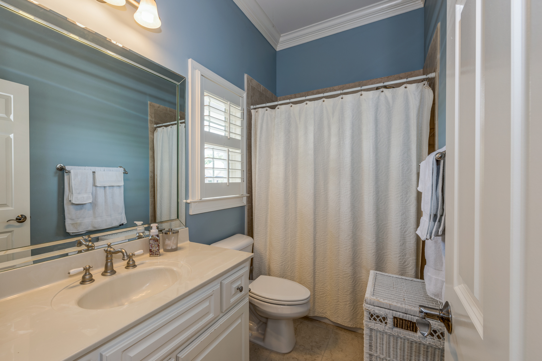 Additional photo for property listing at Picturesque Farmhouse-Style Home 185 Sherwood Pass Roswell, Georgia 30075 United States