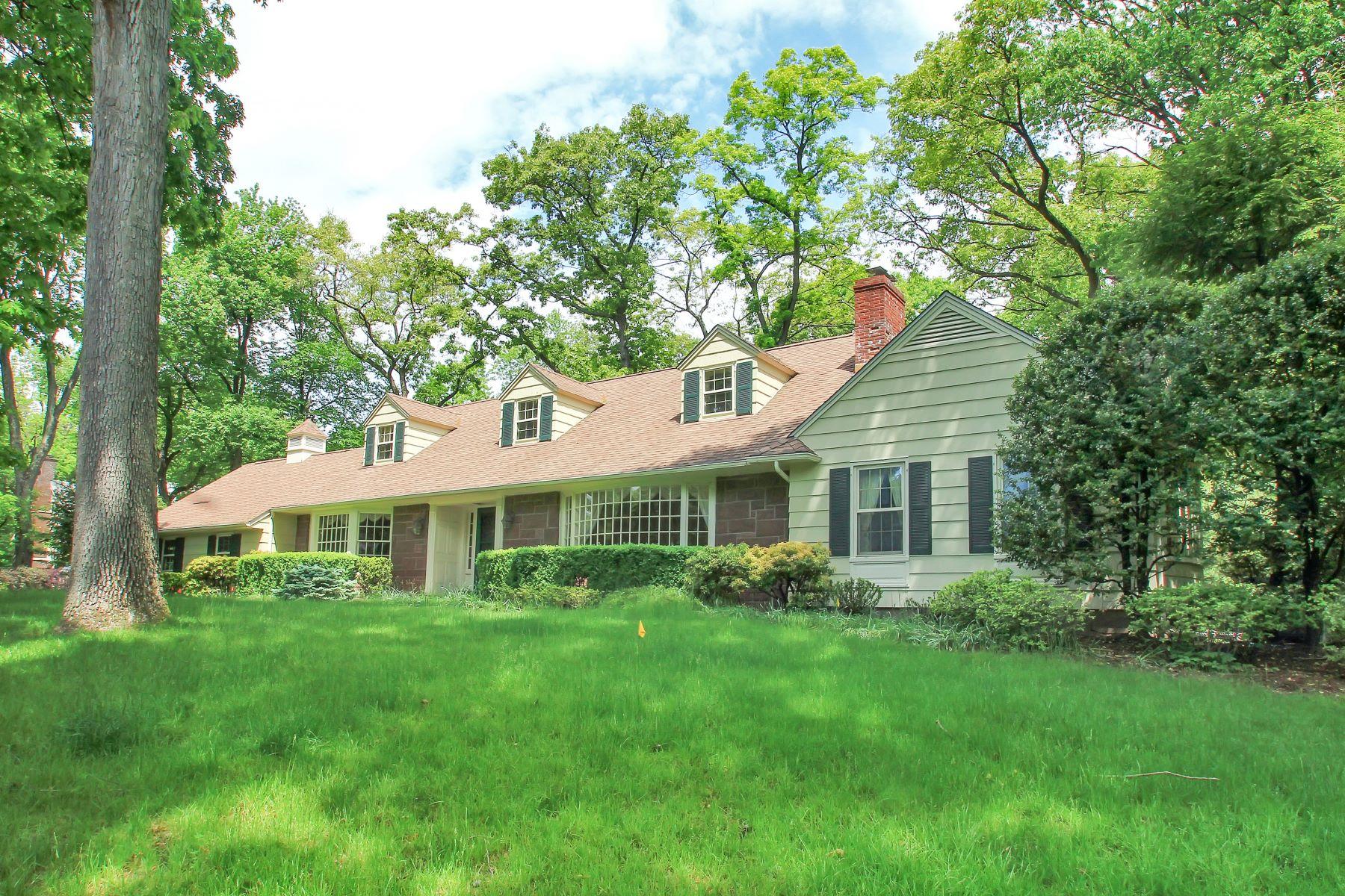 واحد منزل الأسرة للـ Sale في Prestigious Chestnut Ridge! 3 Twin Brooks Rd, Saddle River, New Jersey, 07458 United States
