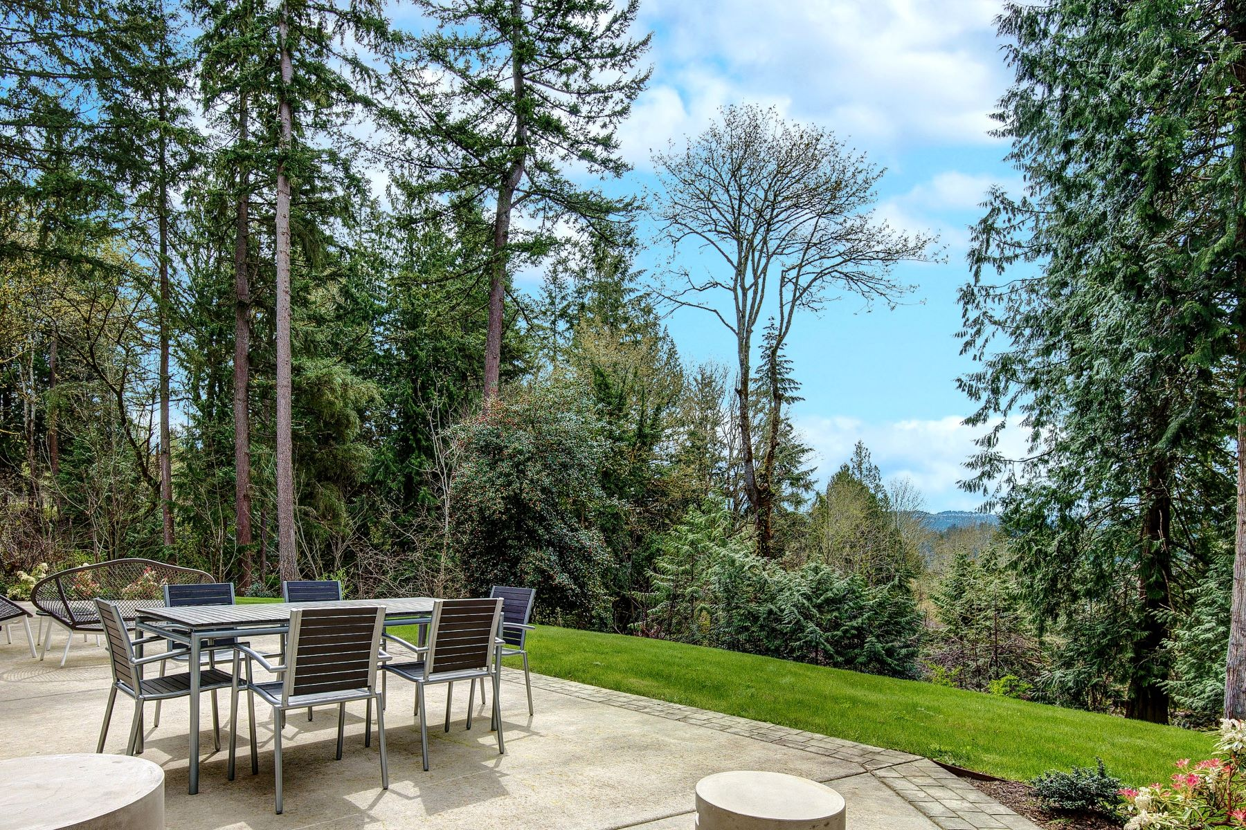 Additional photo for property listing at Tuscan Elegance in Sammamish 4121 198th Court NE Sammamish, Washington 98074 United States
