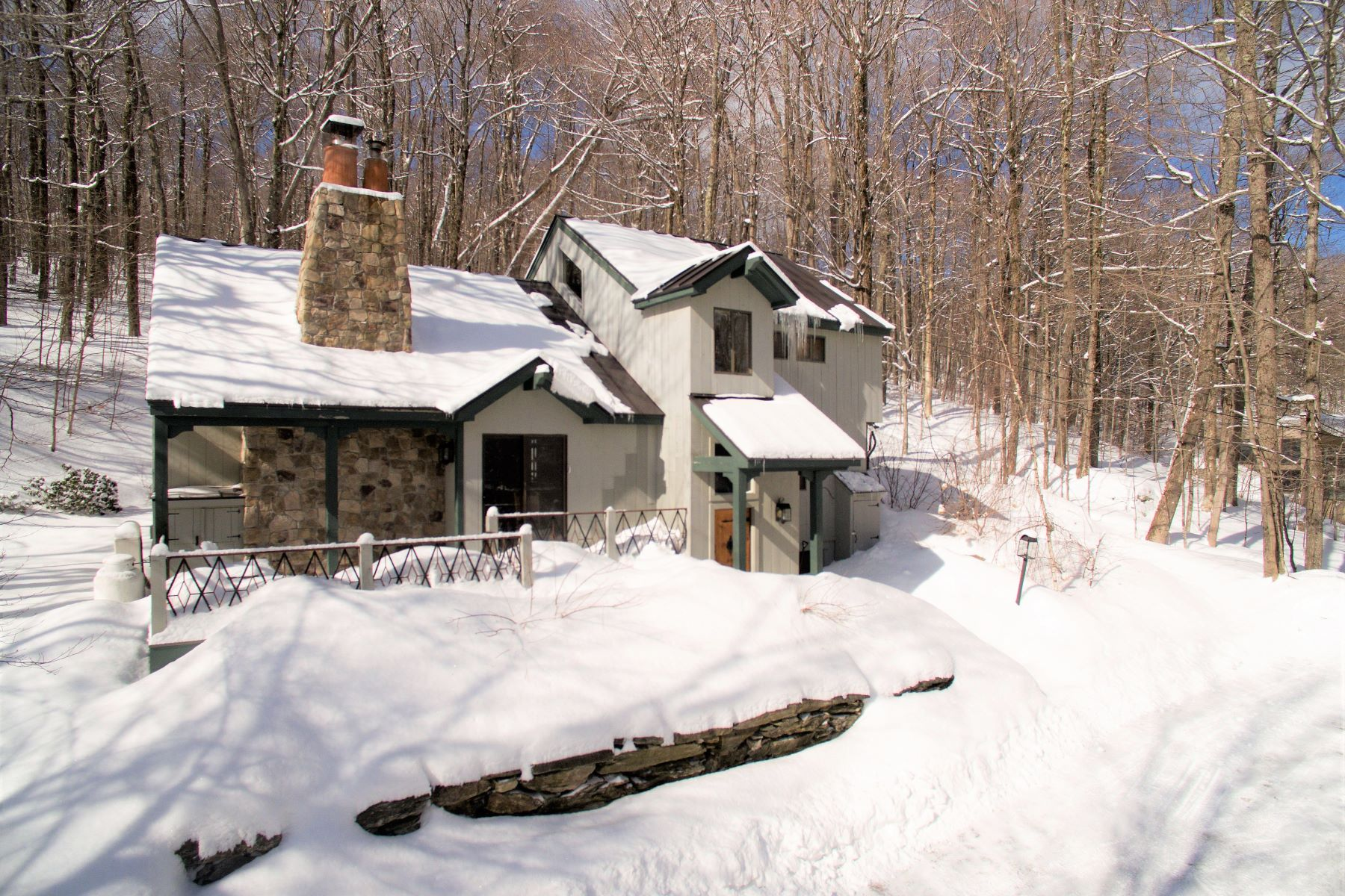 Single Family Homes for Sale at 13 Roundtree Road, Winhall 13 Roundtree Rd Winhall, Vermont 05340 United States