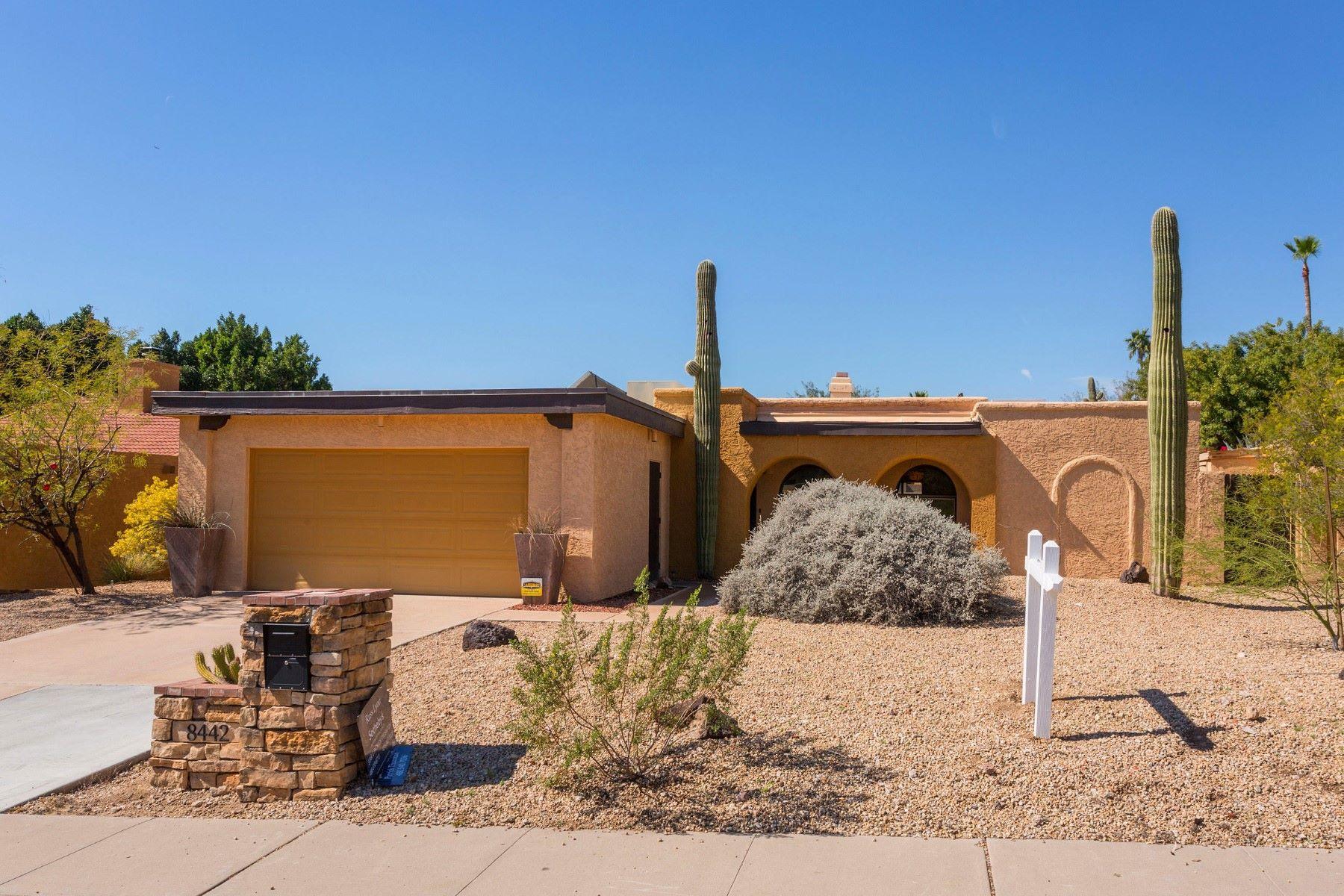 Частный односемейный дом для того Продажа на Lovely three bedroom Phoenix home 8442 N 18th St Phoenix, Аризона, 85020 Соединенные Штаты