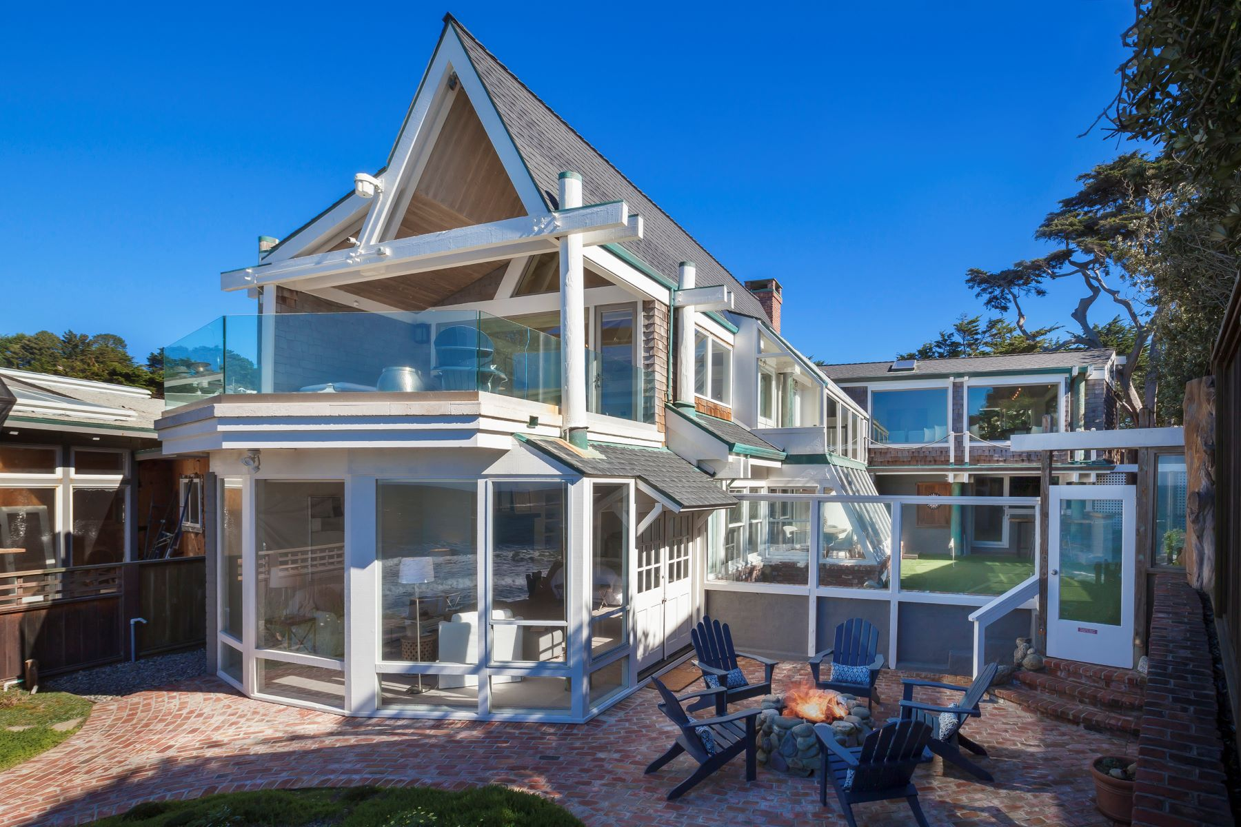 Villa per Vendita alle ore 191 Reef Point - Rare Beach Front Home 191 Reef Point Road Moss Beach, California 94038 Stati Uniti