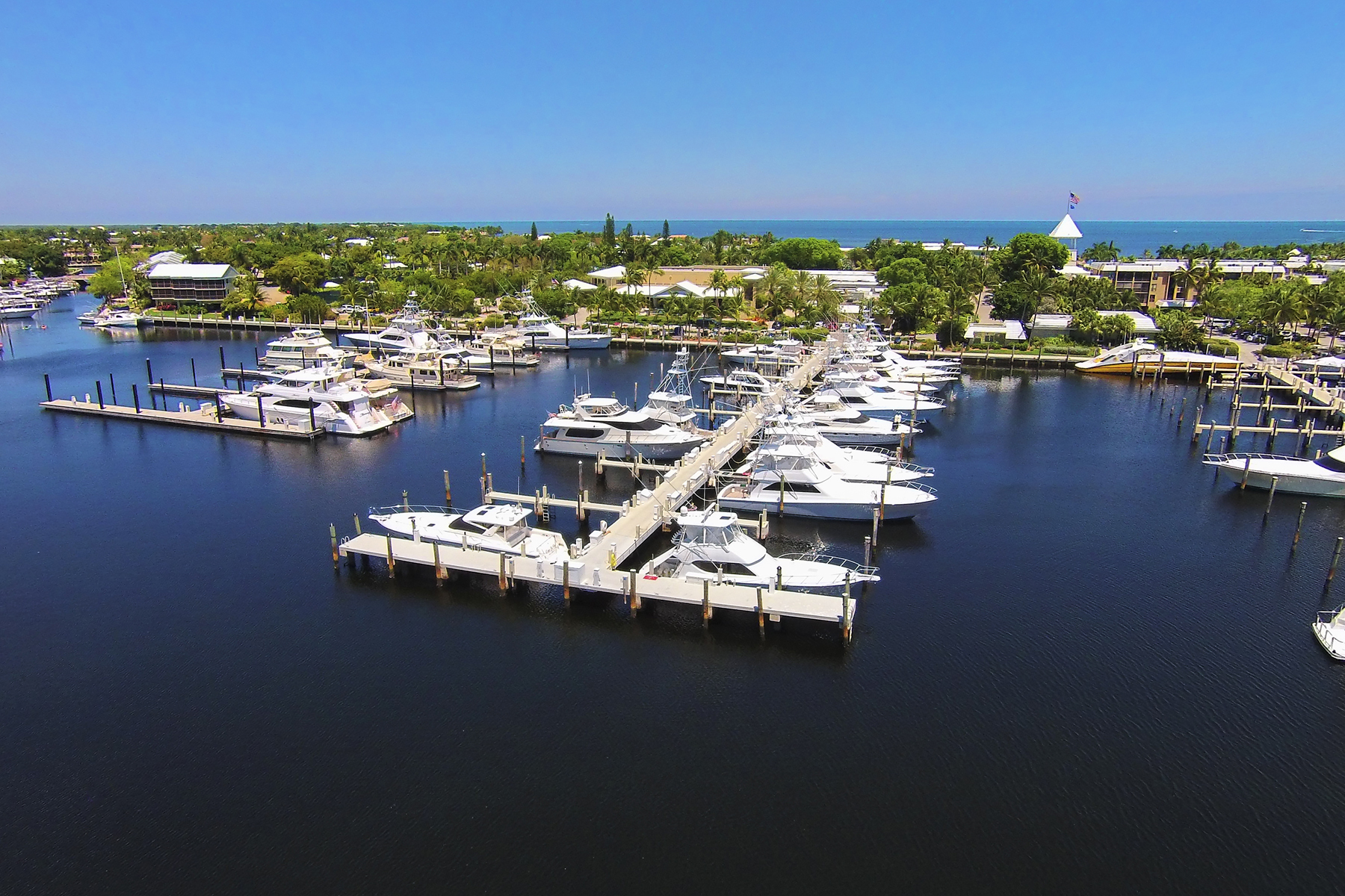 Additional photo for property listing at Ocean Reef Marina Offers Full Yacht Services 201 Ocean Reef Dr. FS-25 拉哥, 佛罗里达州 3303 美国