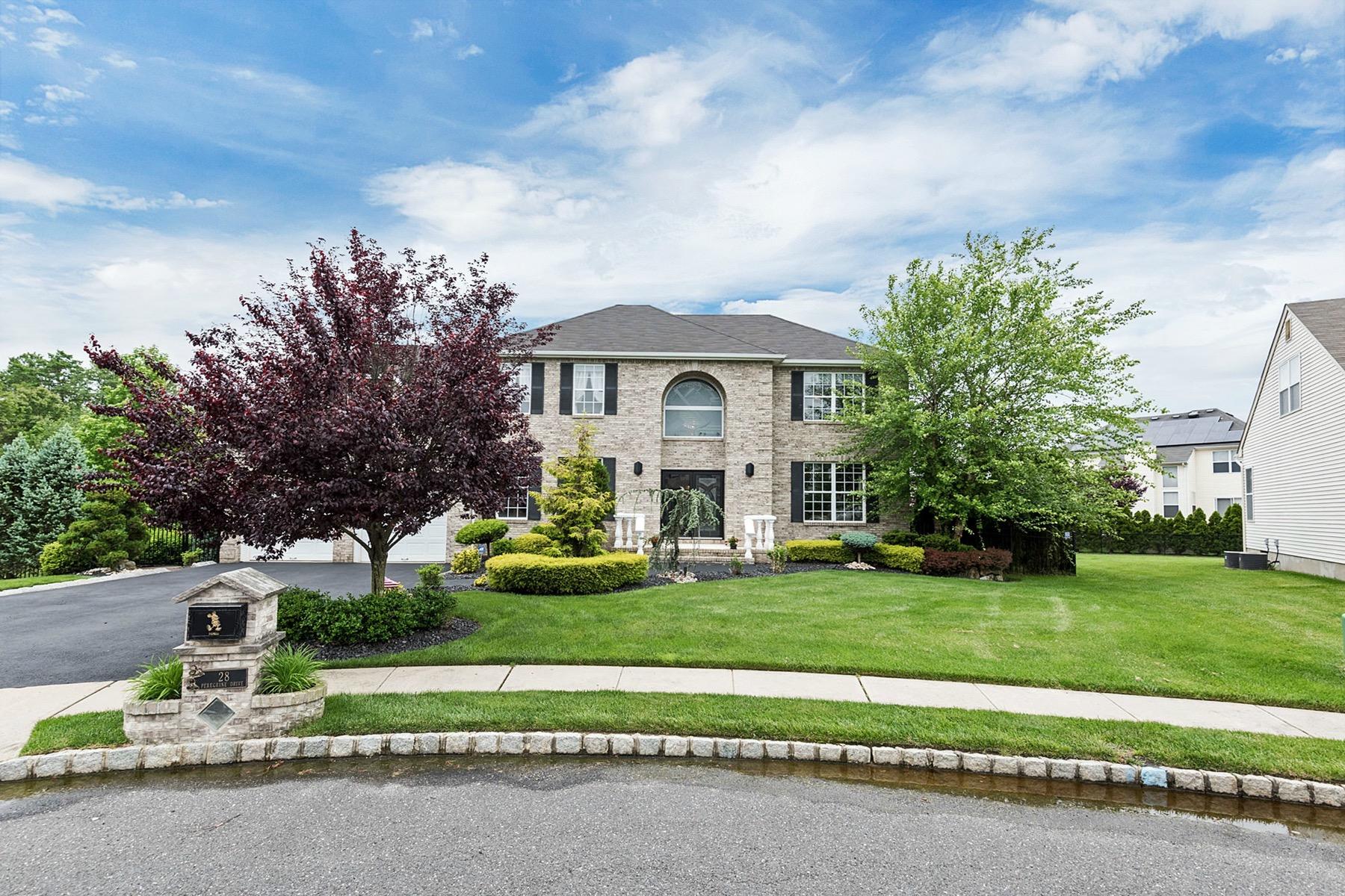 Nhà ở một gia đình vì Bán tại Desirable Eagles Nest 28 Peregrine Drive Morganville, New Jersey, 07751 Hoa Kỳ
