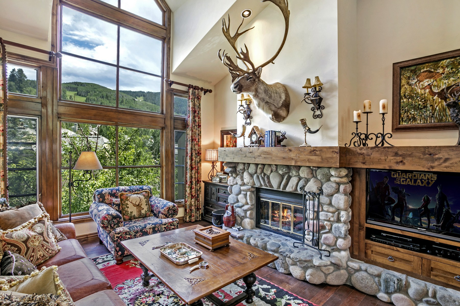 Townhouse for Active at Designer Decorated Residence Defining Beaver Creek Luxury 385 Offerson Road M4 Beaver Creek, Colorado 81620 United States