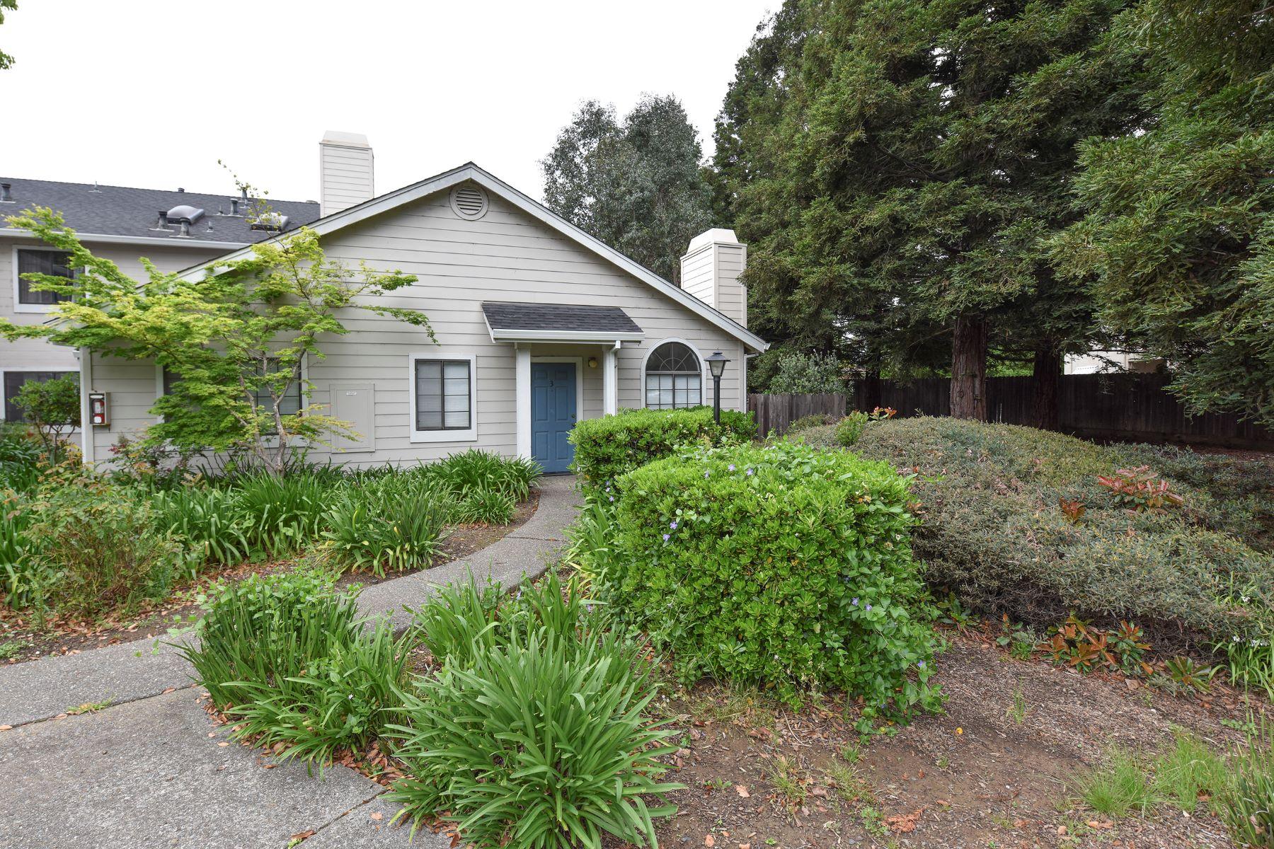 콘도미니엄 용 매매 에 Captivating and Conveniently Located Condo Living 3 Golden Gate Circle Napa, 캘리포니아, 94558 미국