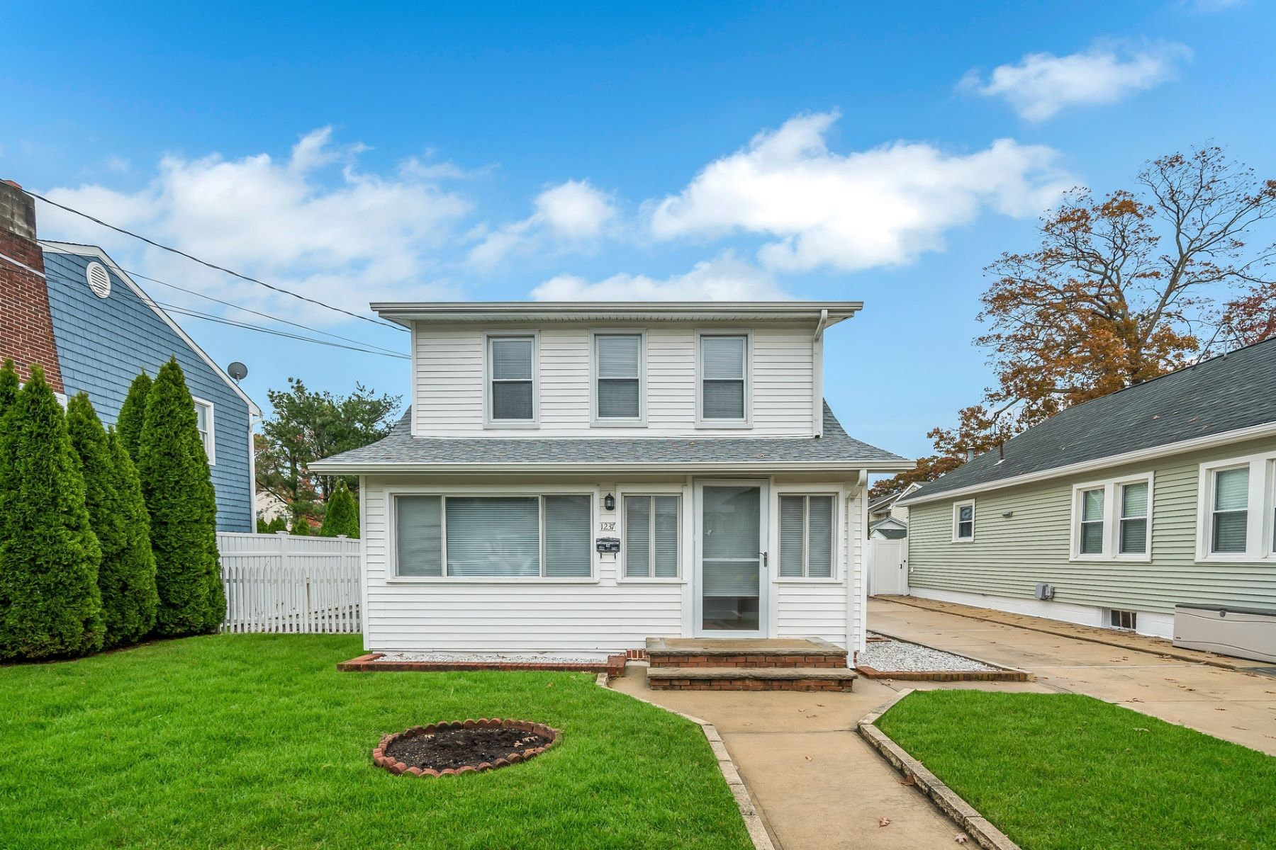 Single Family Home for Sale at Immaculate..Well Maintained 2 bed 2 bath home 1237 Briarwood Rd, Belmar, New Jersey 07719 United States