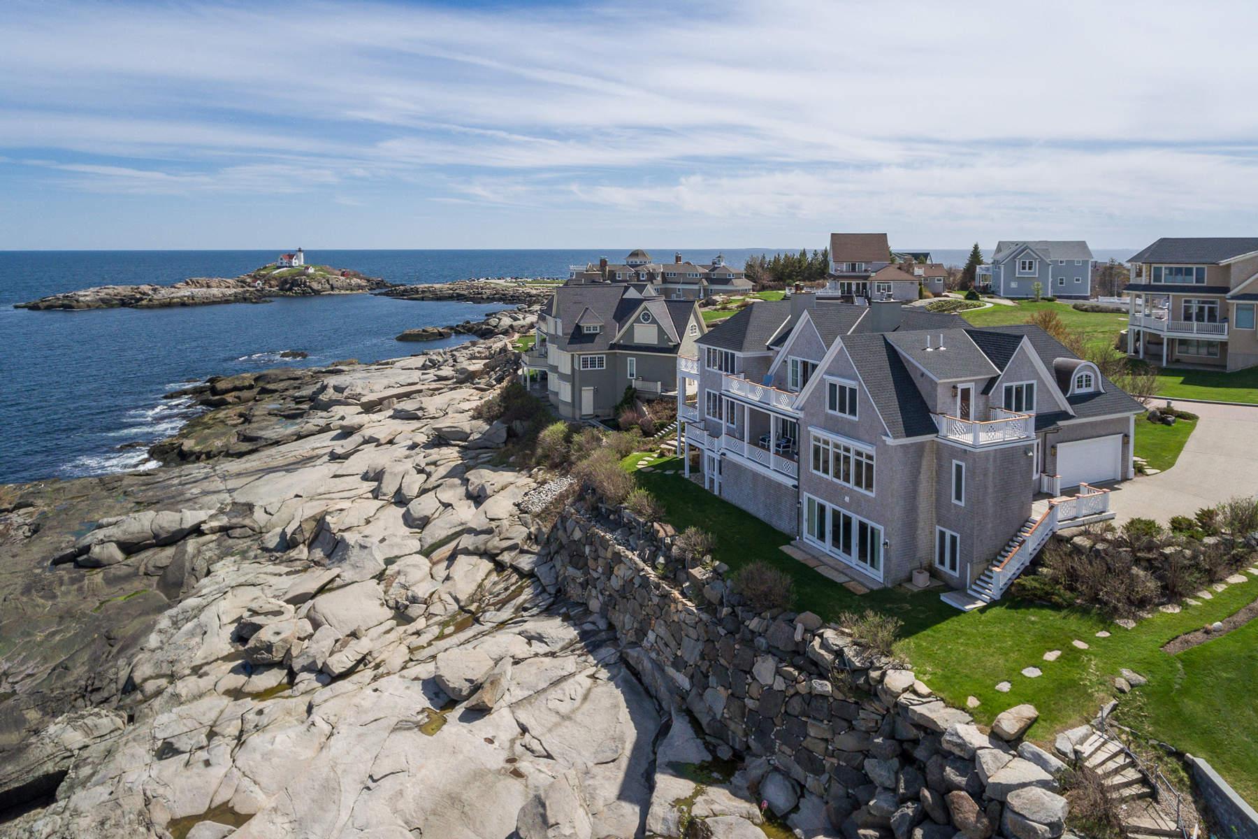 Casa Unifamiliar por un Venta en Grand Oceanfront Home at Lighthouse Watch 4 Lighthouse Watch, York, Maine 03909 Estados Unidos